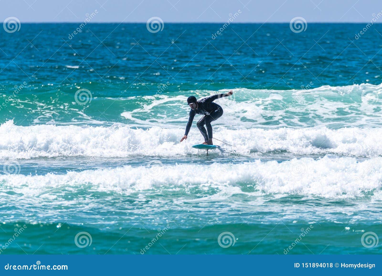 Persona que practica surf de Hidrofoil