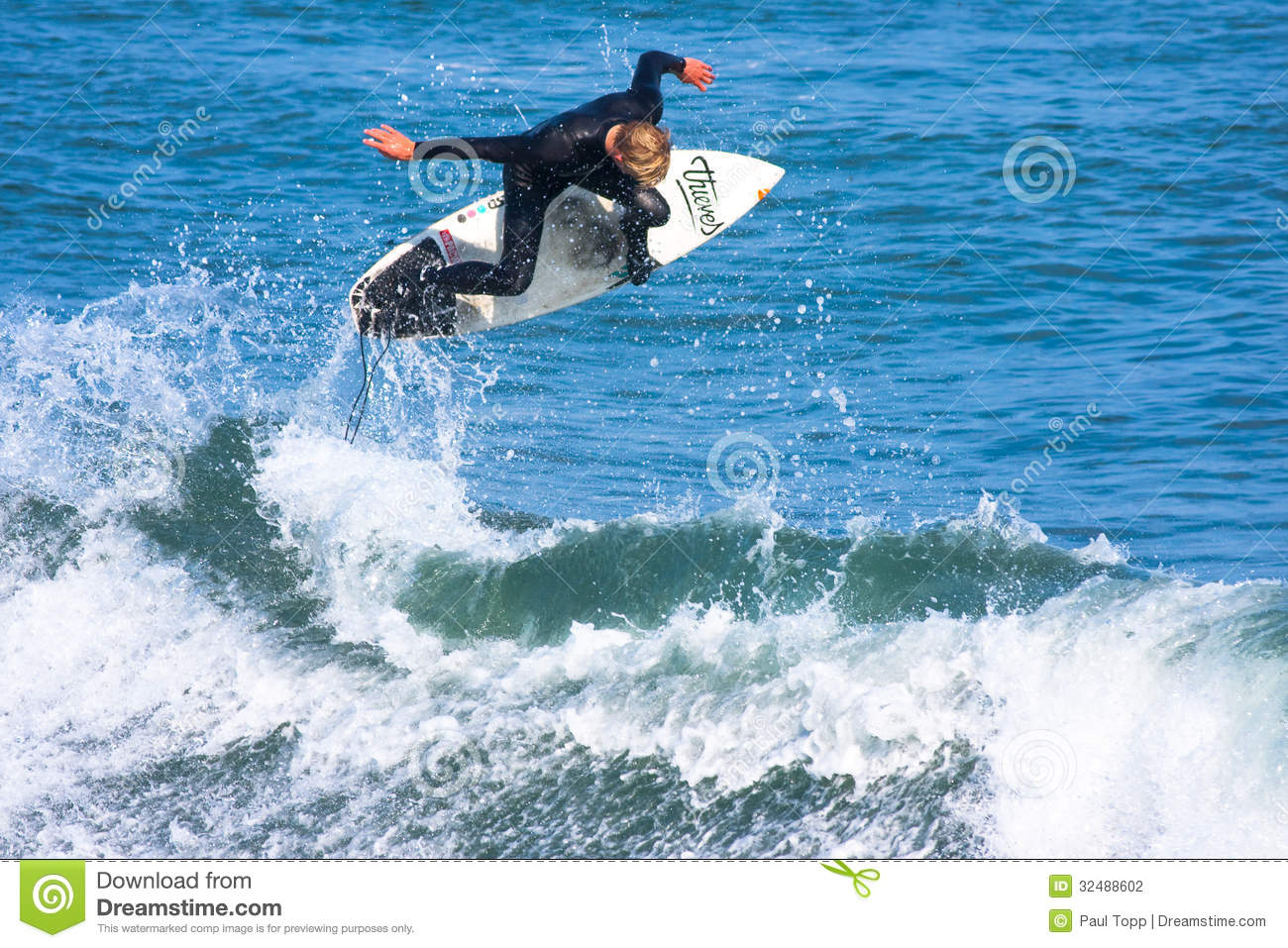 Persona que practica surf profesional Willie Eagleton Surfing California