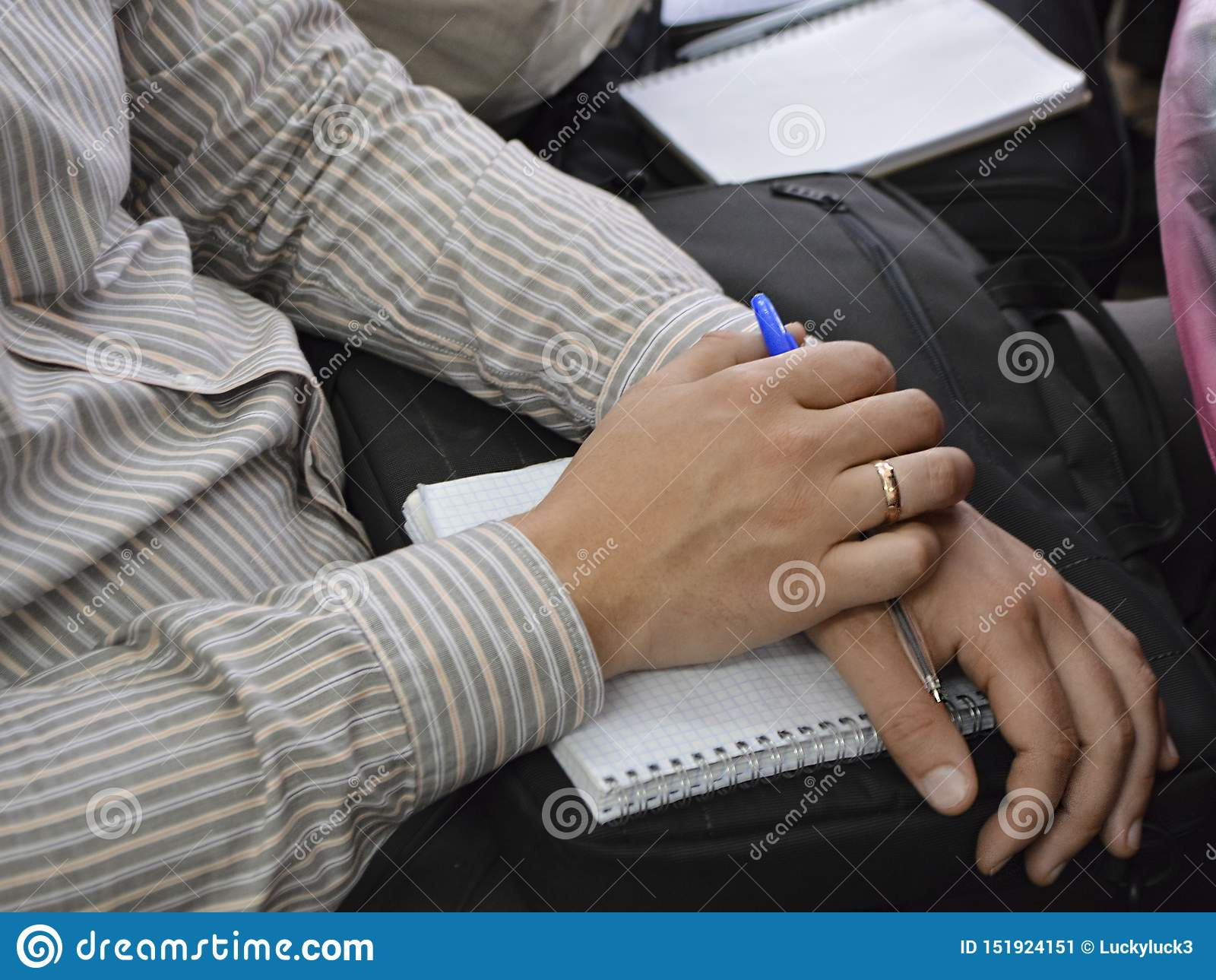 Personal en la reunión anual con los directivos de la empresa Una sesión en los tribunales
