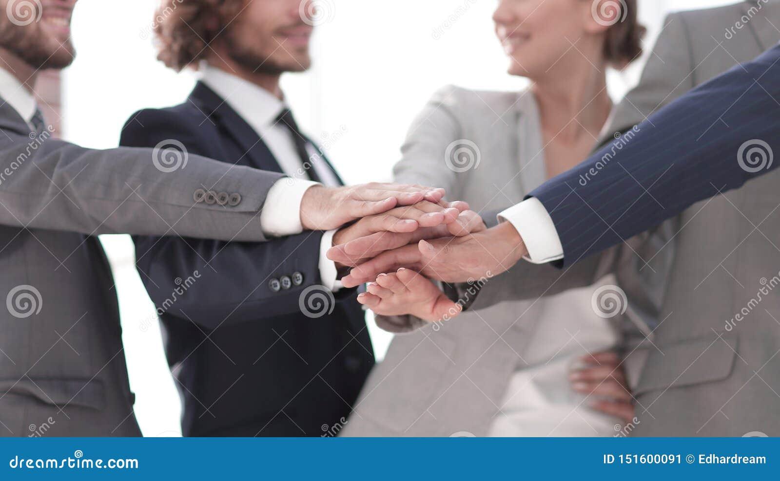 Personas creativas del asunto El concepto de trabajo en equipo