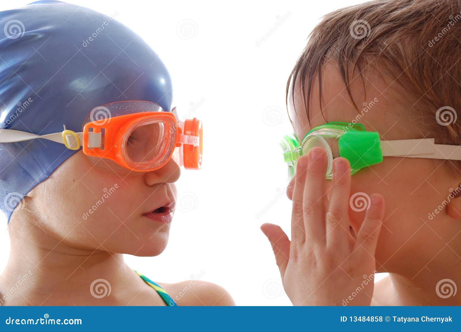 Personas de natación