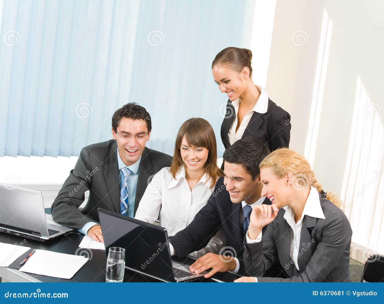 Personas del asunto que trabajan en la oficina imagen de for Xxx porno en la oficina