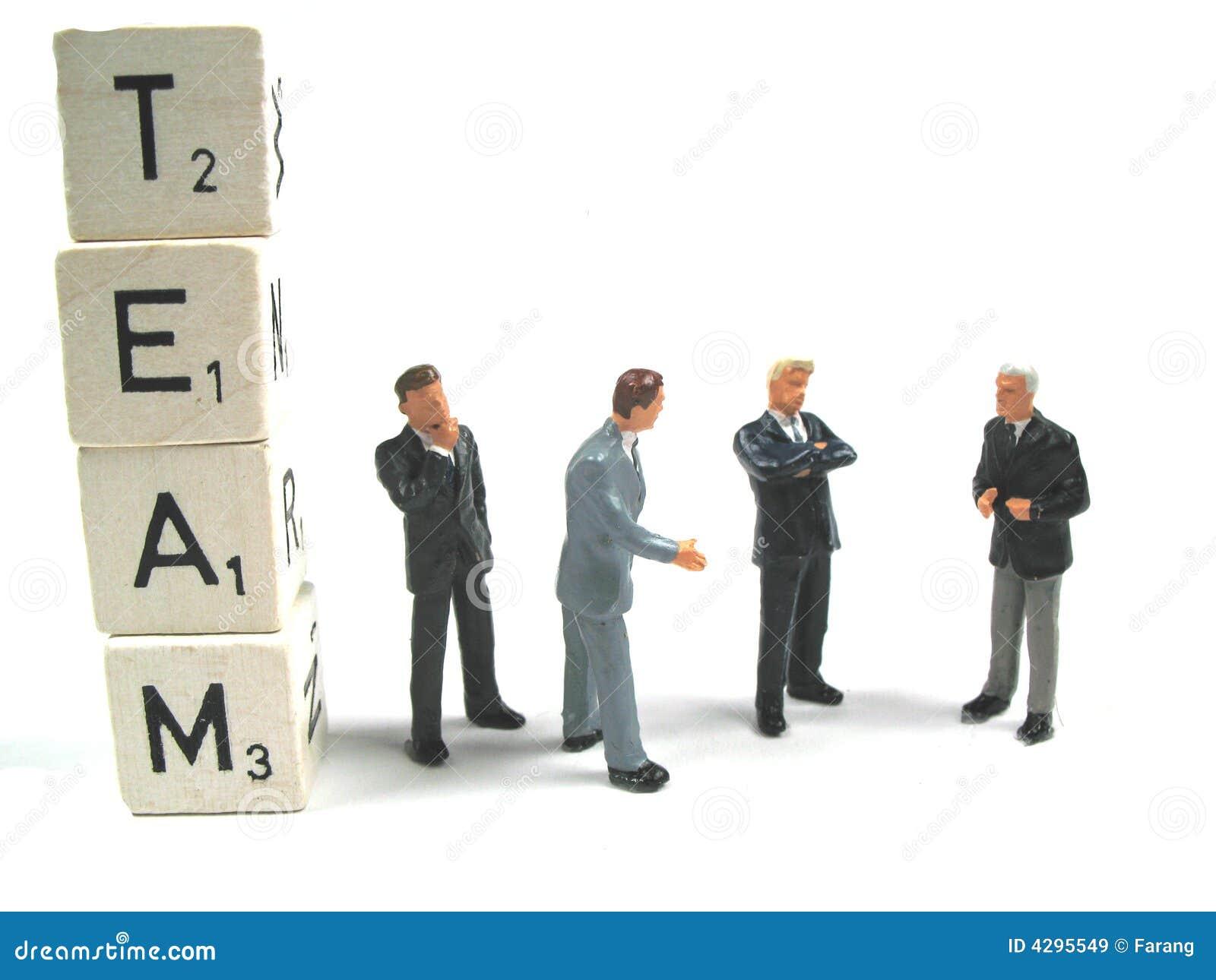 Personas que trabajan junto
