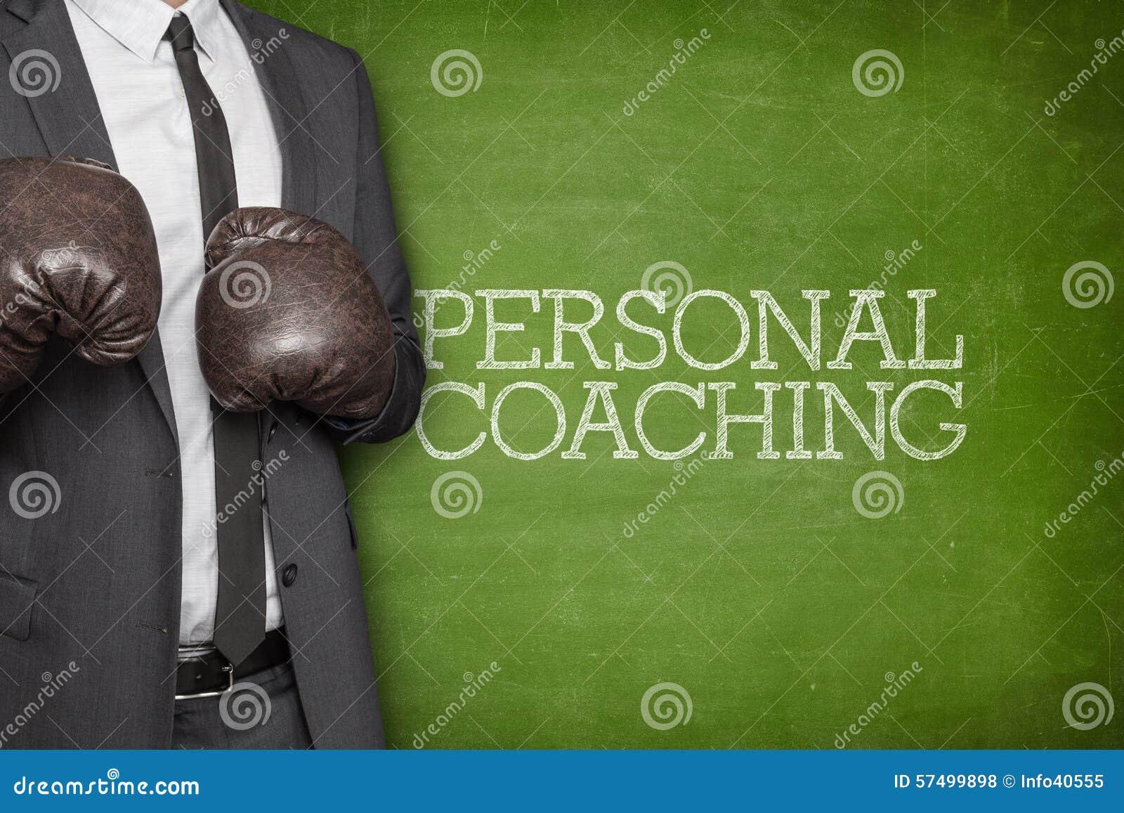 Personlig coachning på svart tavla med affärsmannen