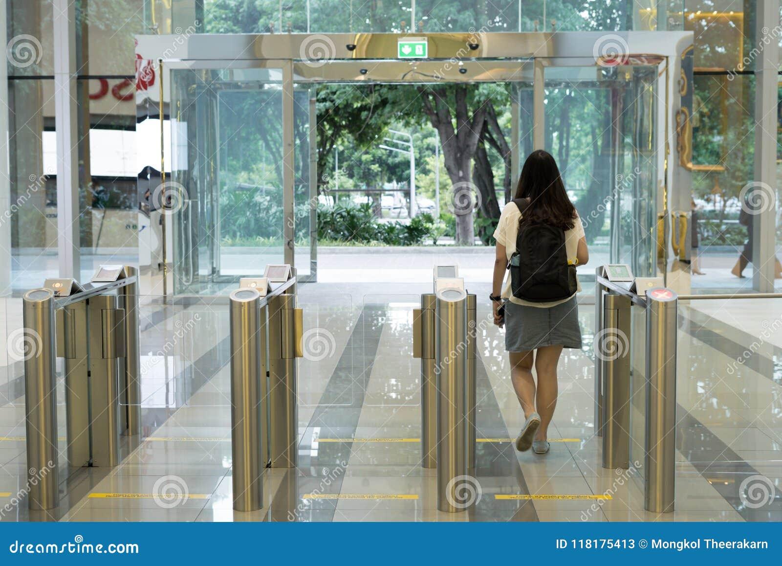 Contrôle d accès adapté aux besoins du client de la porte rfid de