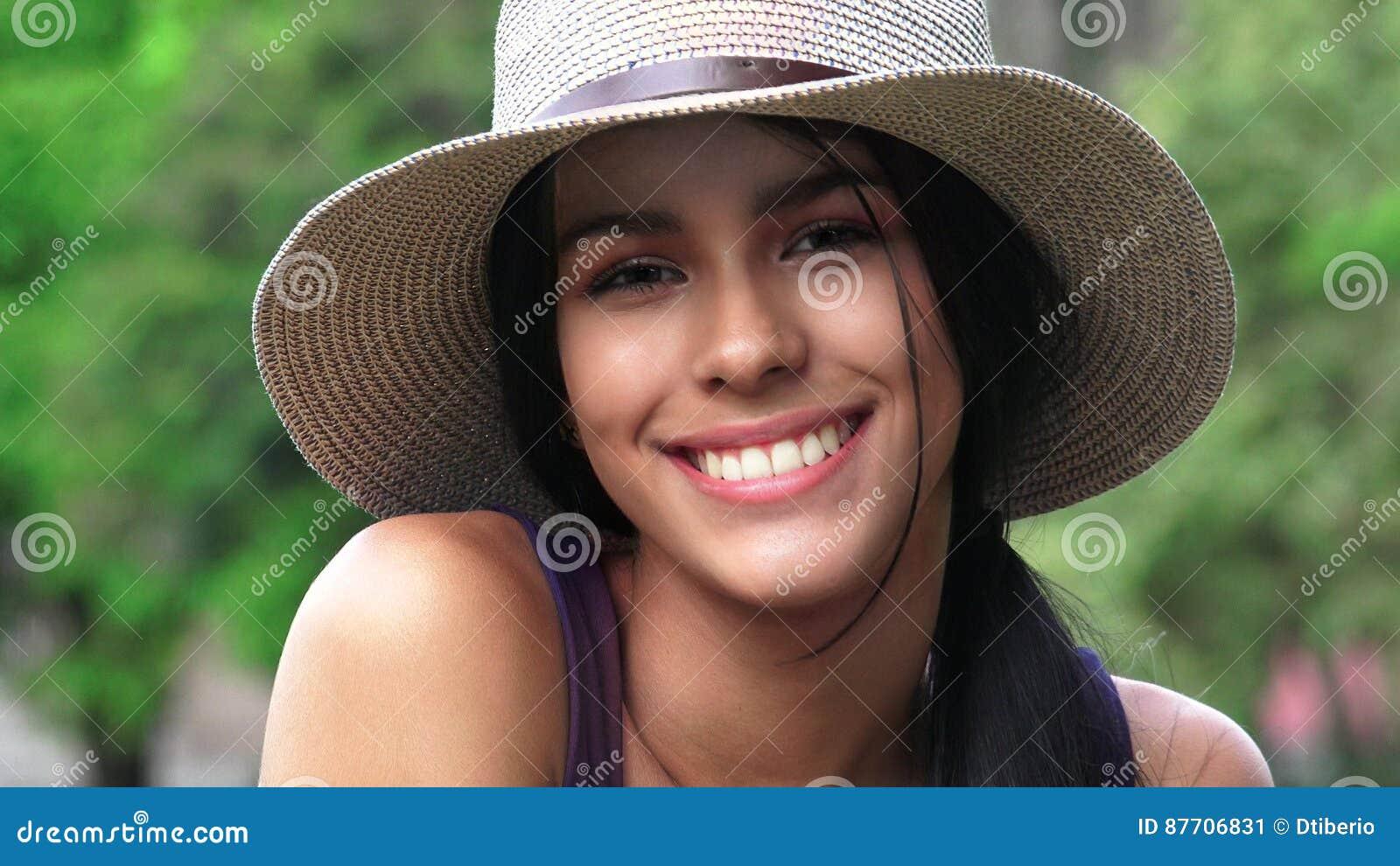 Personnes de sourire et personne heureuse