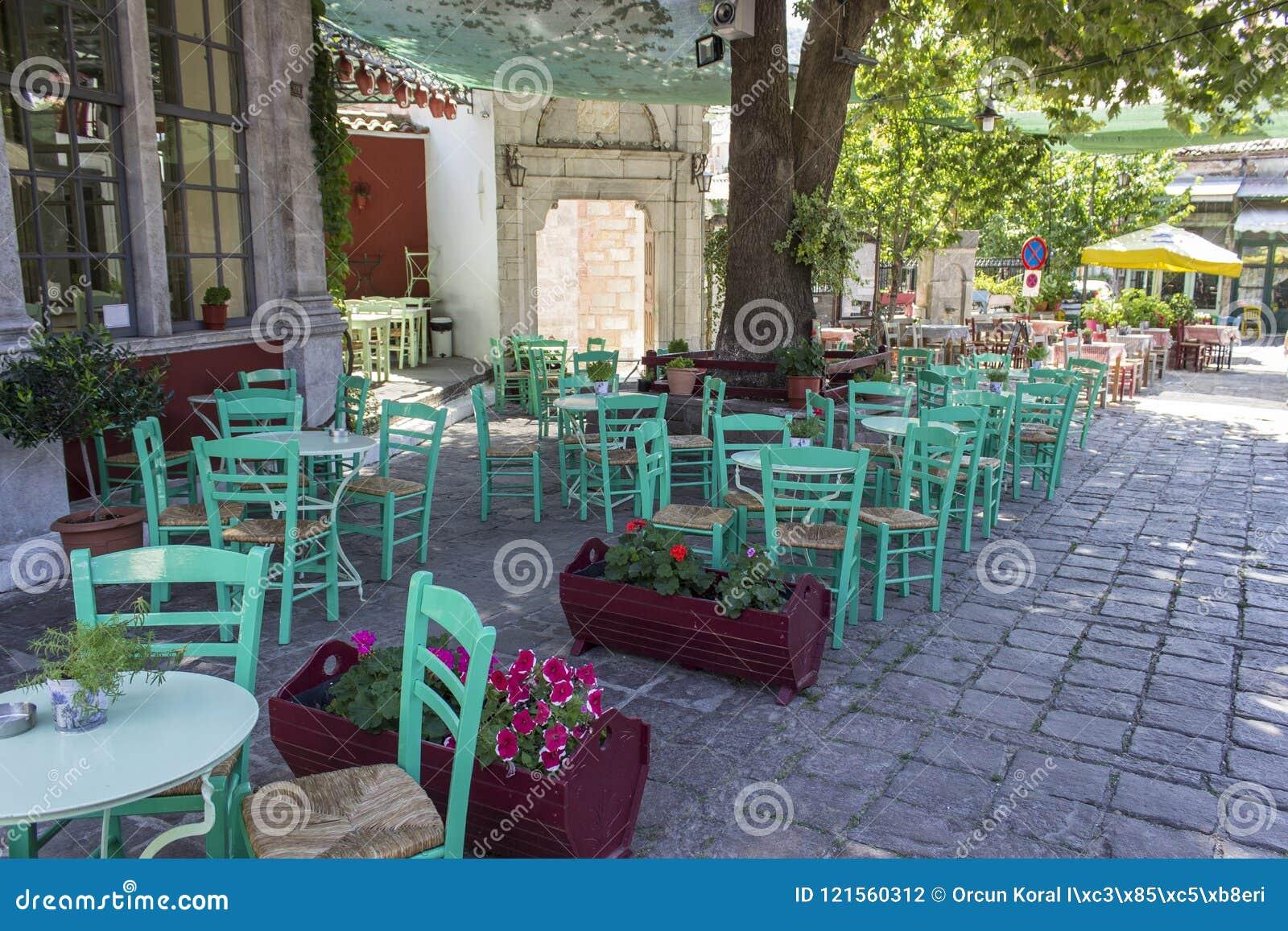 Perspectief van de christelijke metselwerk bouw van abdij in Lemonas in Lesvos wijd wordt geschoten die