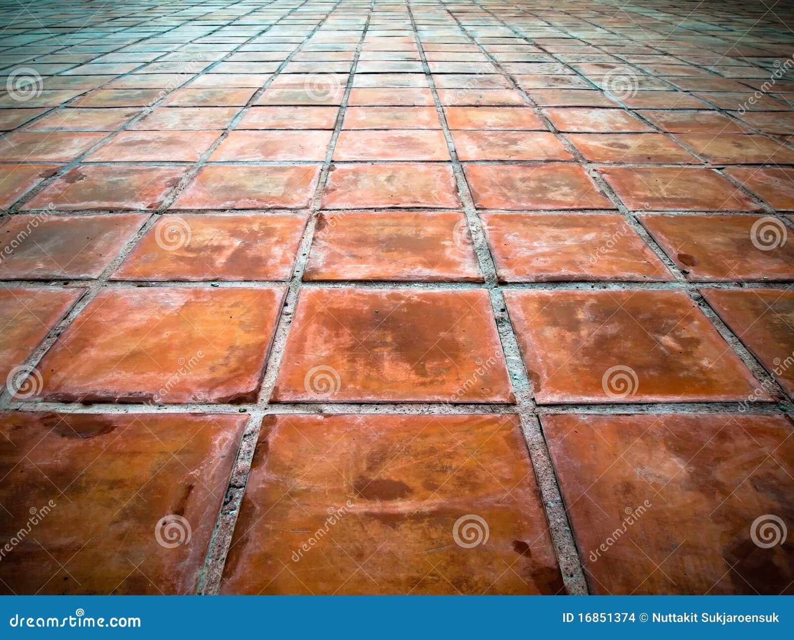 Perspectief van vierkante rode tegels stock foto afbeelding 16851374 - Rode mozaiek tegel ...