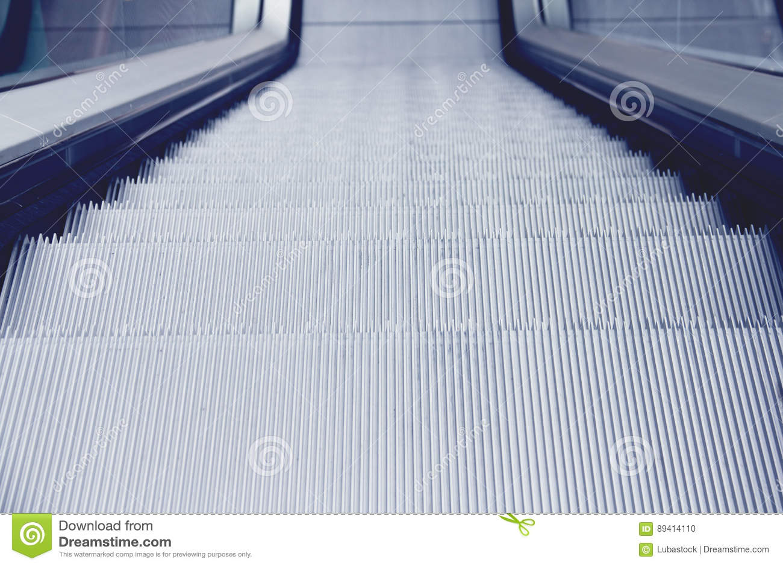 Perspectiva das etapas de escada rolante