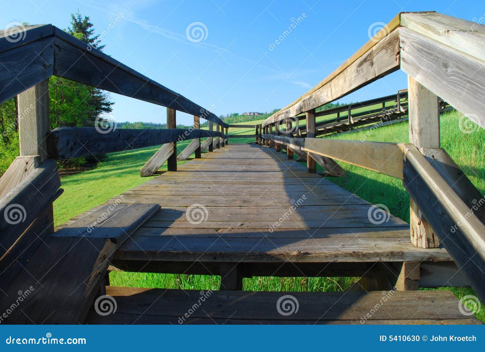 Perspectiva de madera al aire libre de las escaleras foto for Escalera de madera al aire libre precio