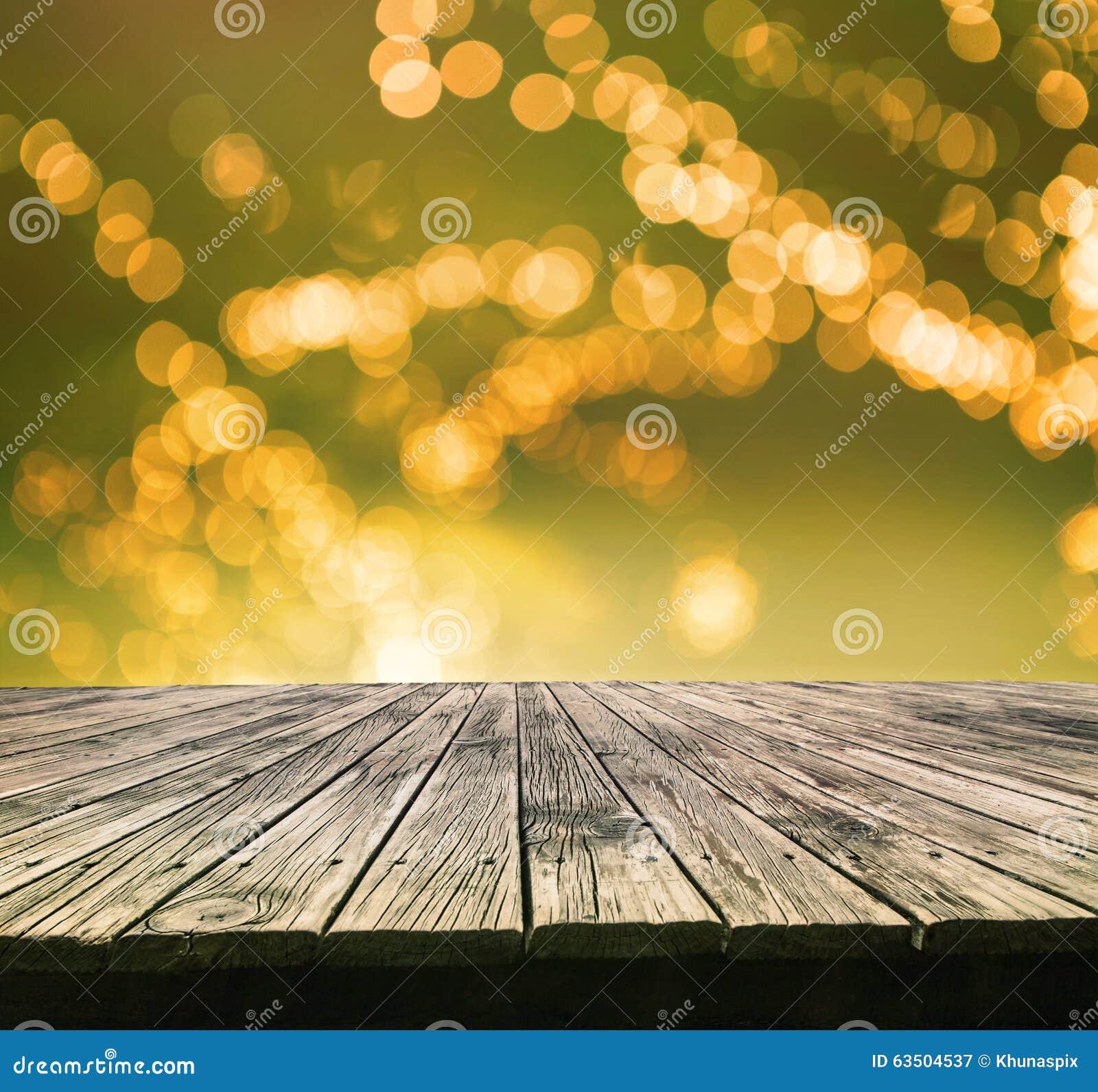 Perspektiv som textureras av den bästa gamla wood tabellen med härlig suddighet