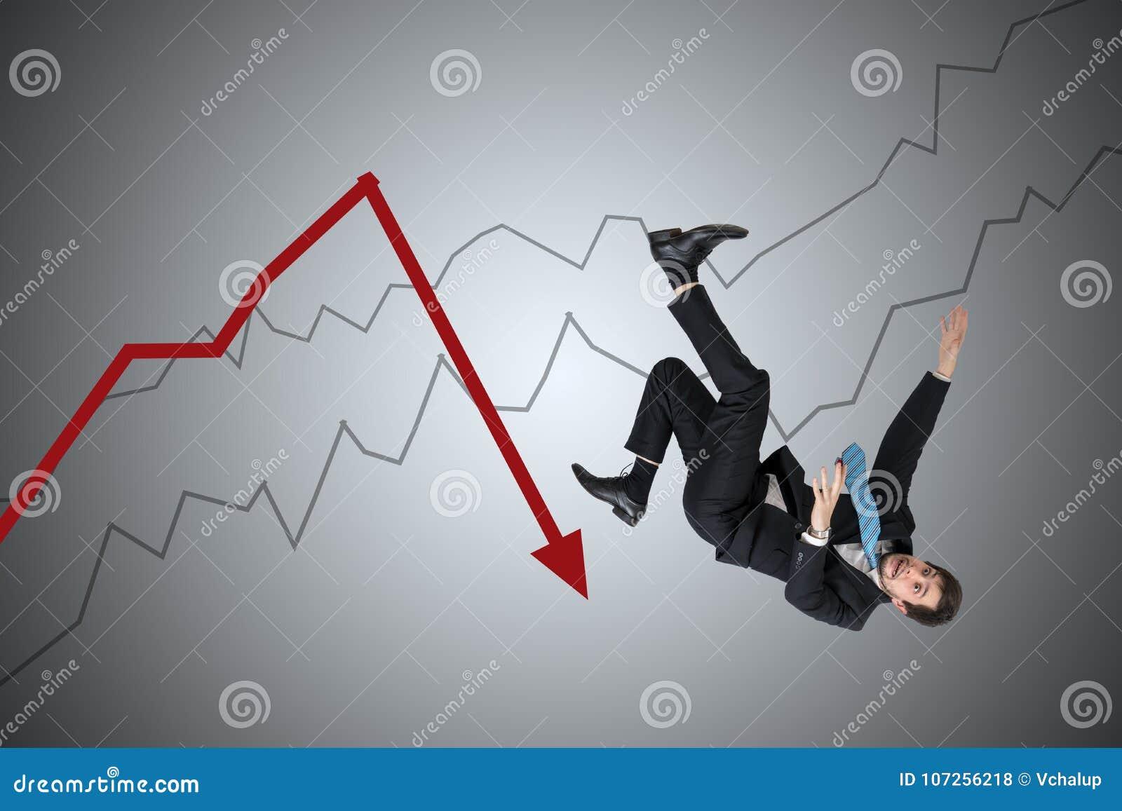 Perte financière et concept de crise Le jeune homme d affaires tombe vers le bas de la flèche