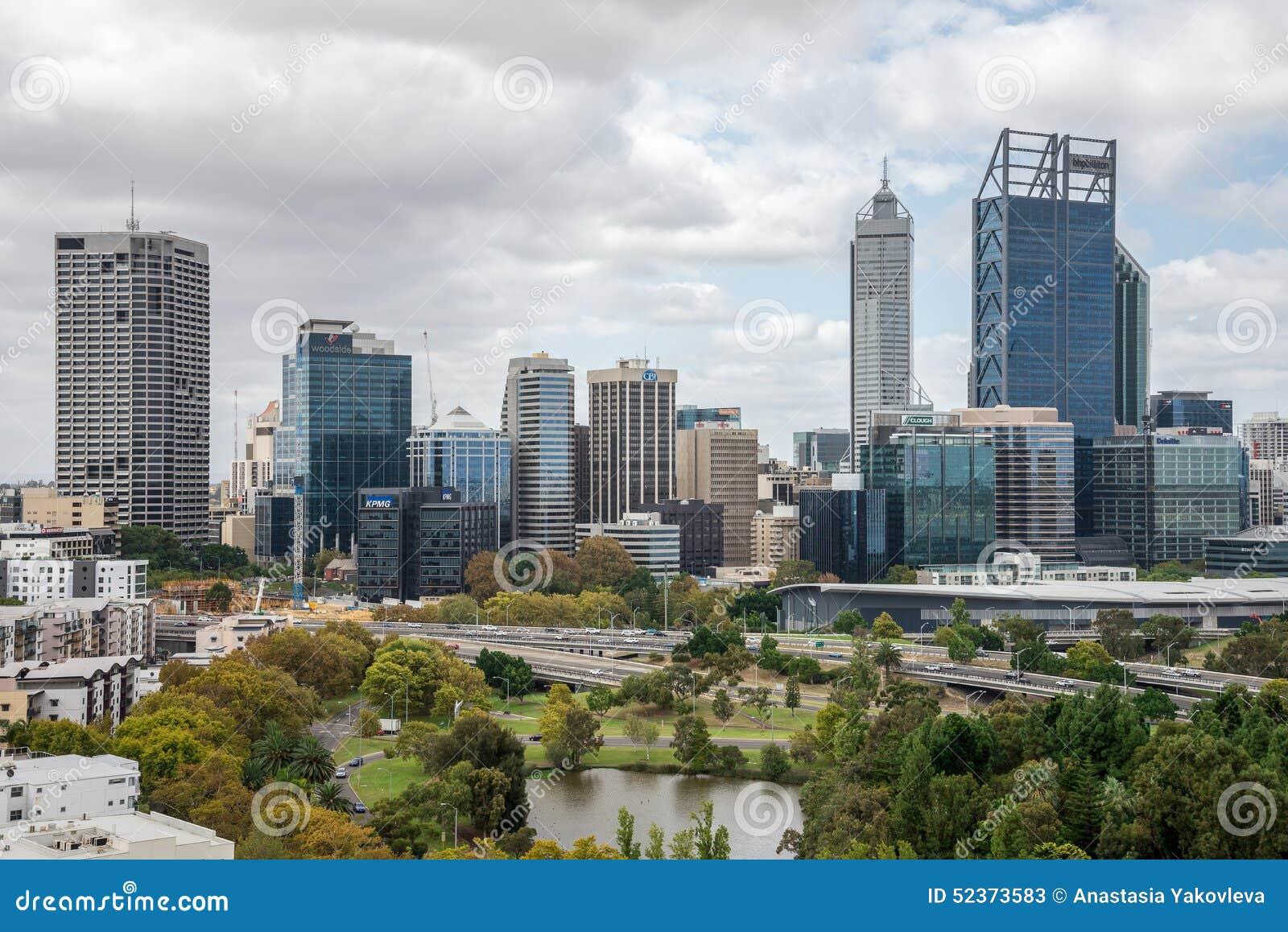 Perth miasta widok od królewiątko parka w chmurnej pogodzie