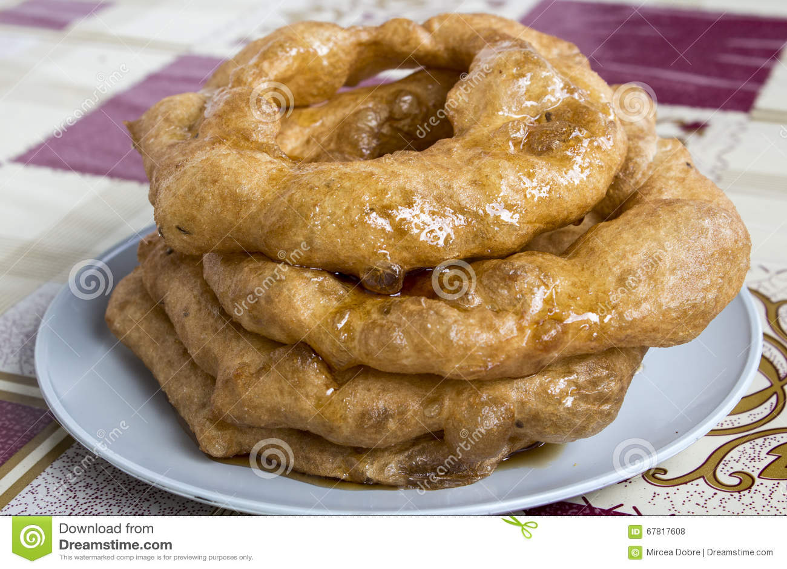 Peru Dish Dessert: Buñuelos med traditionell honung för chancaca Bild som tas i Arequipa, Peru