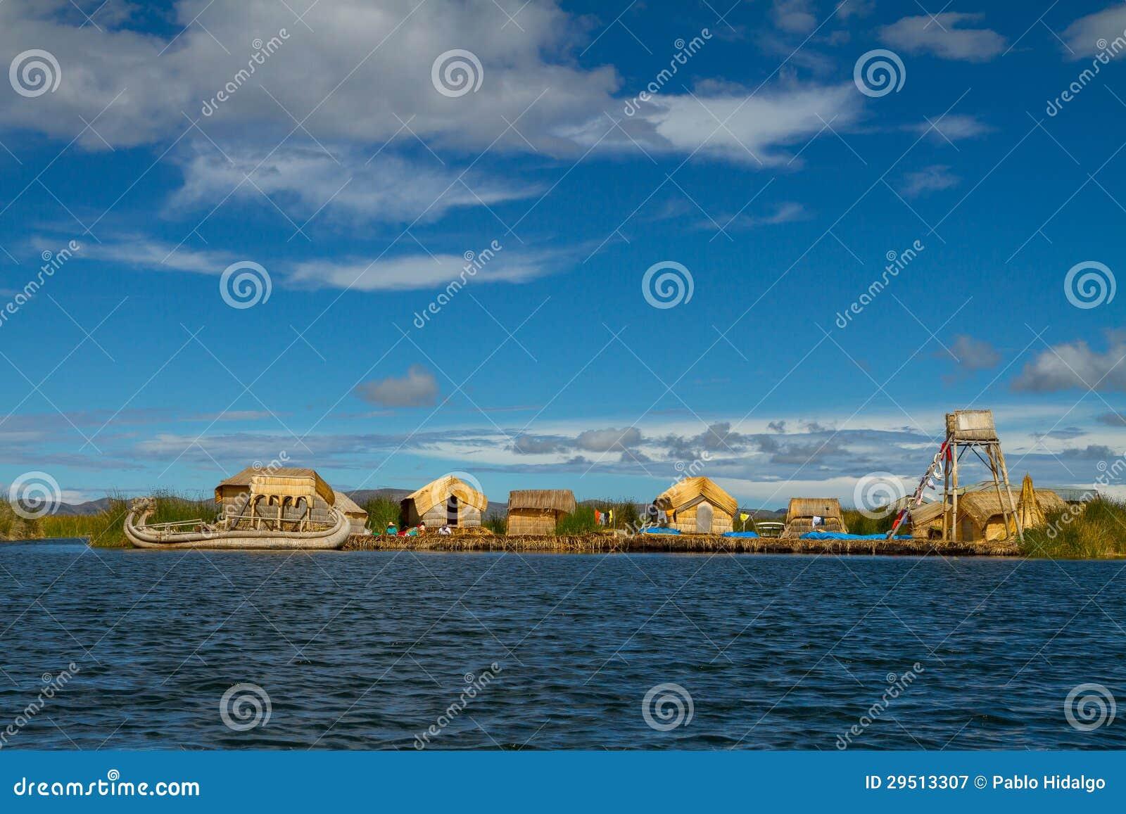 Peru, drijvende eilanden Uros op het meer Titicaca