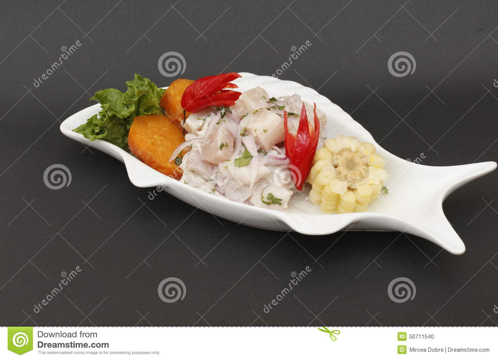 PERUVIAANS VOEDSEL: Ruw overzees voedsel ceviche