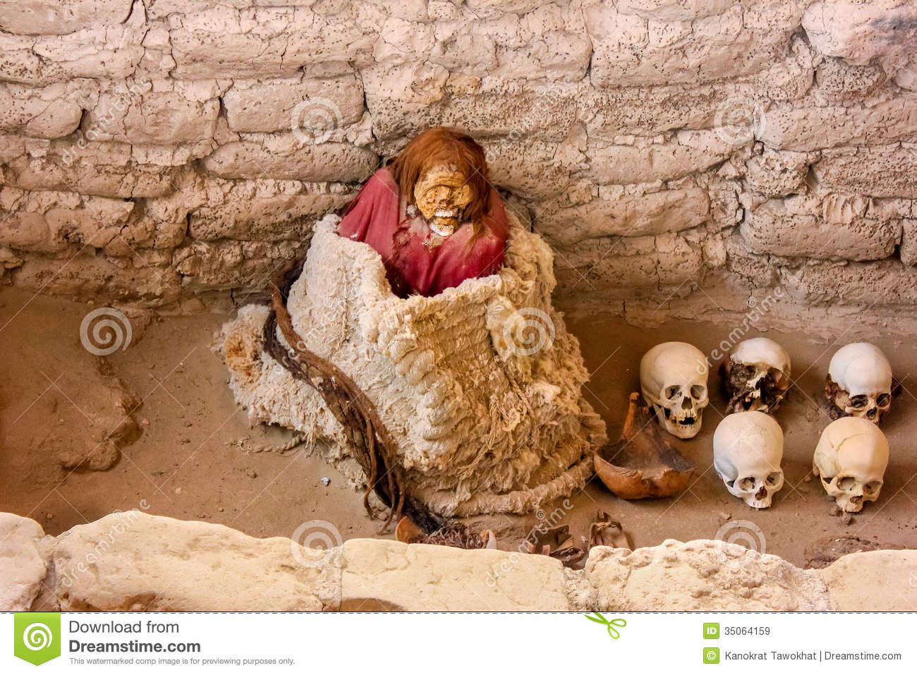 Peruvian Mummy Excavated Grave Old Nazca People Southwest Peru Including Center Several Skulls Femurs As