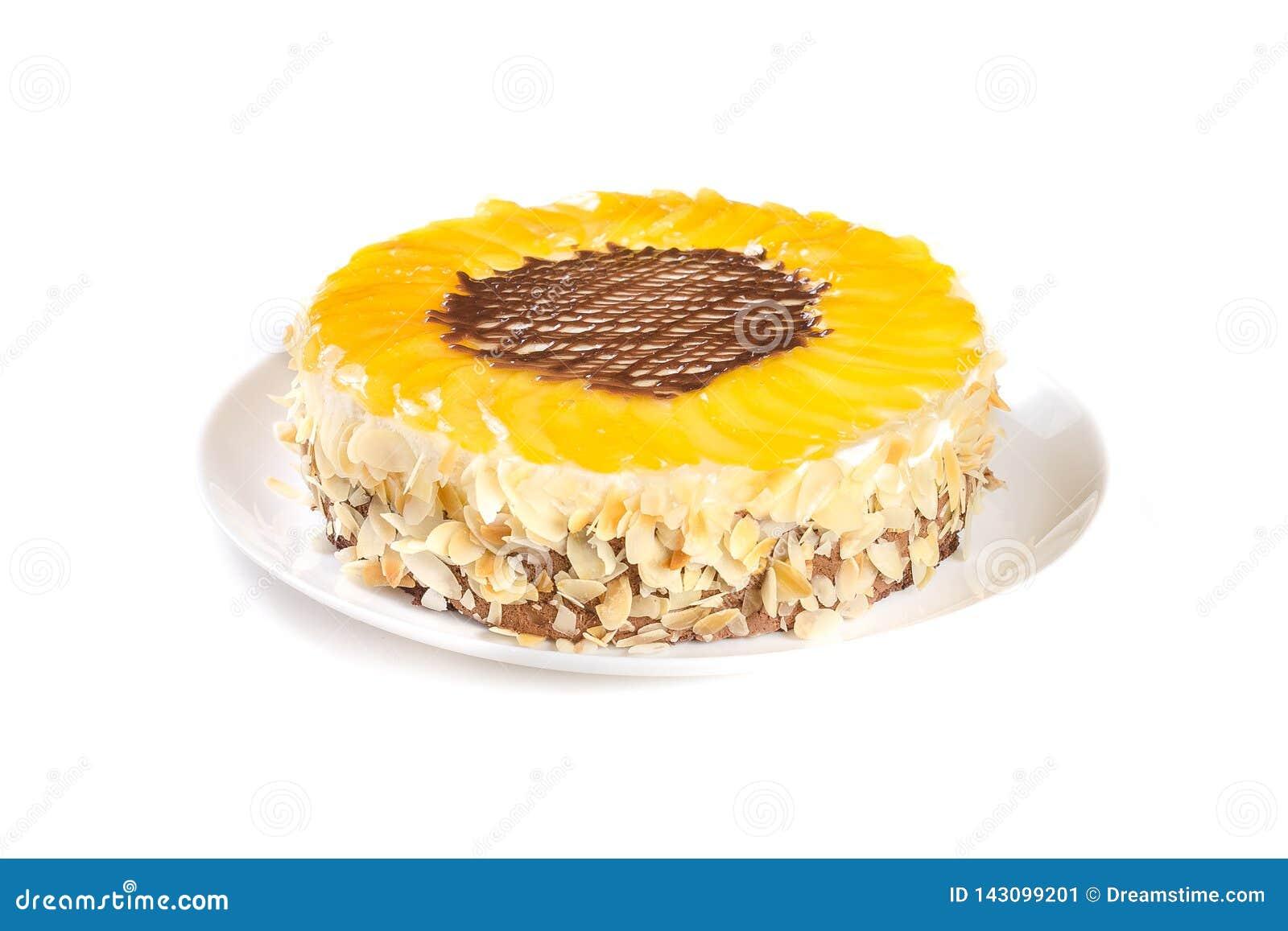 Perzikcake op witte achtergrond wordt geïsoleerd die