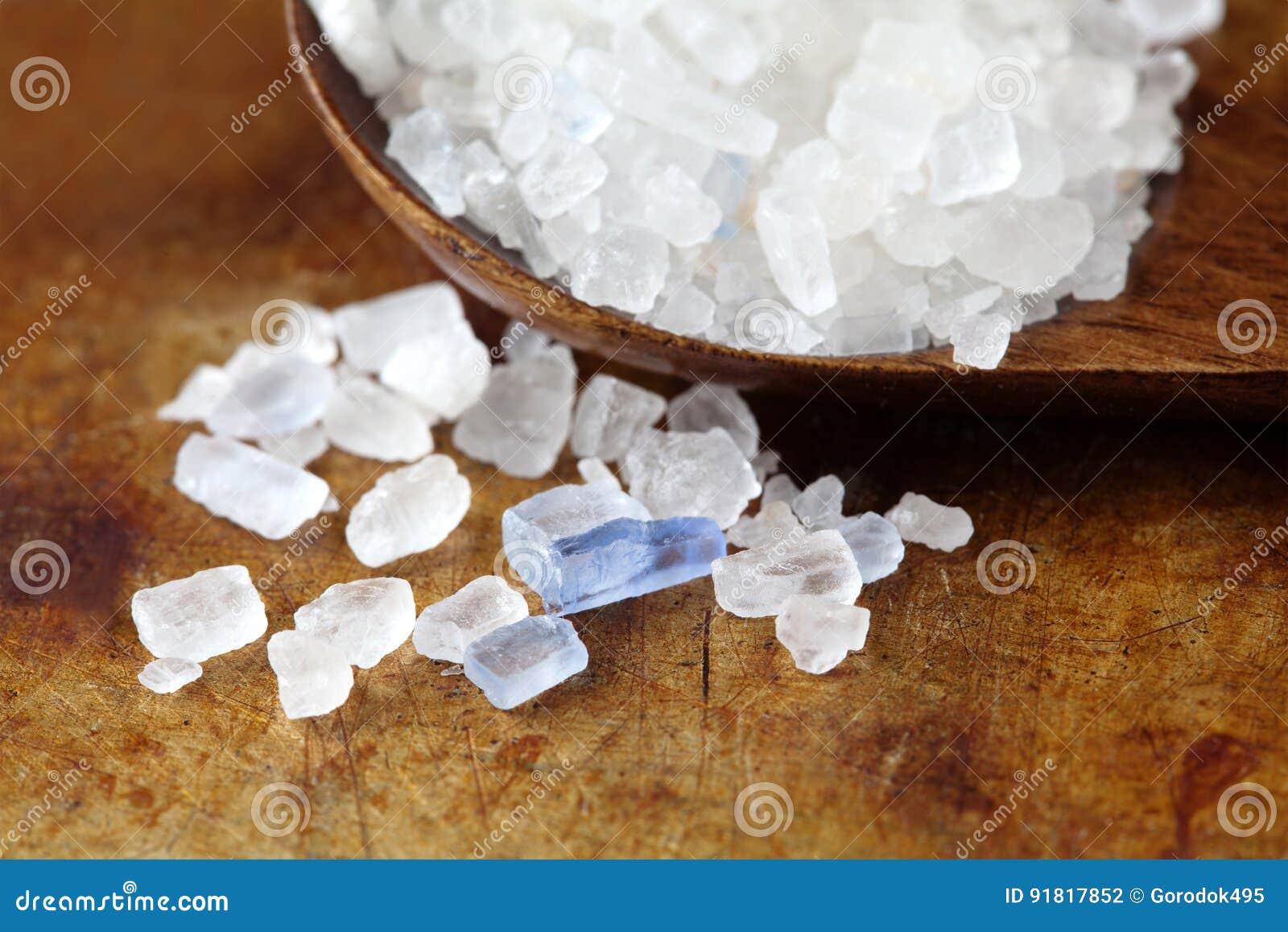 Perzische blauwe zoute kristal macromening Mineraal zout natrium-chloride van Semnan Iran Houten natuurvoedingspecerij