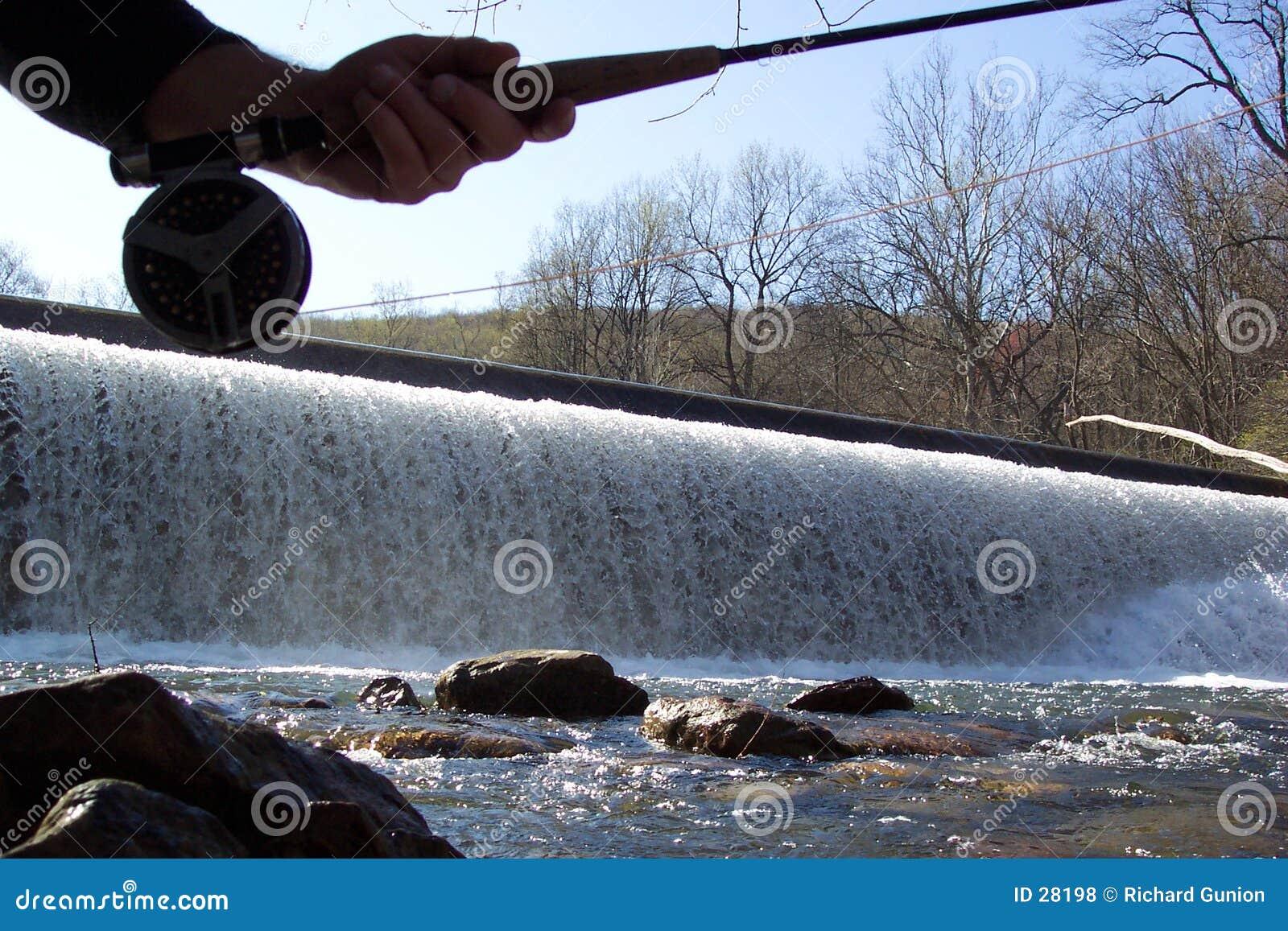 Download Pesca del aliviadero foto de archivo. Imagen de relajación - 28198