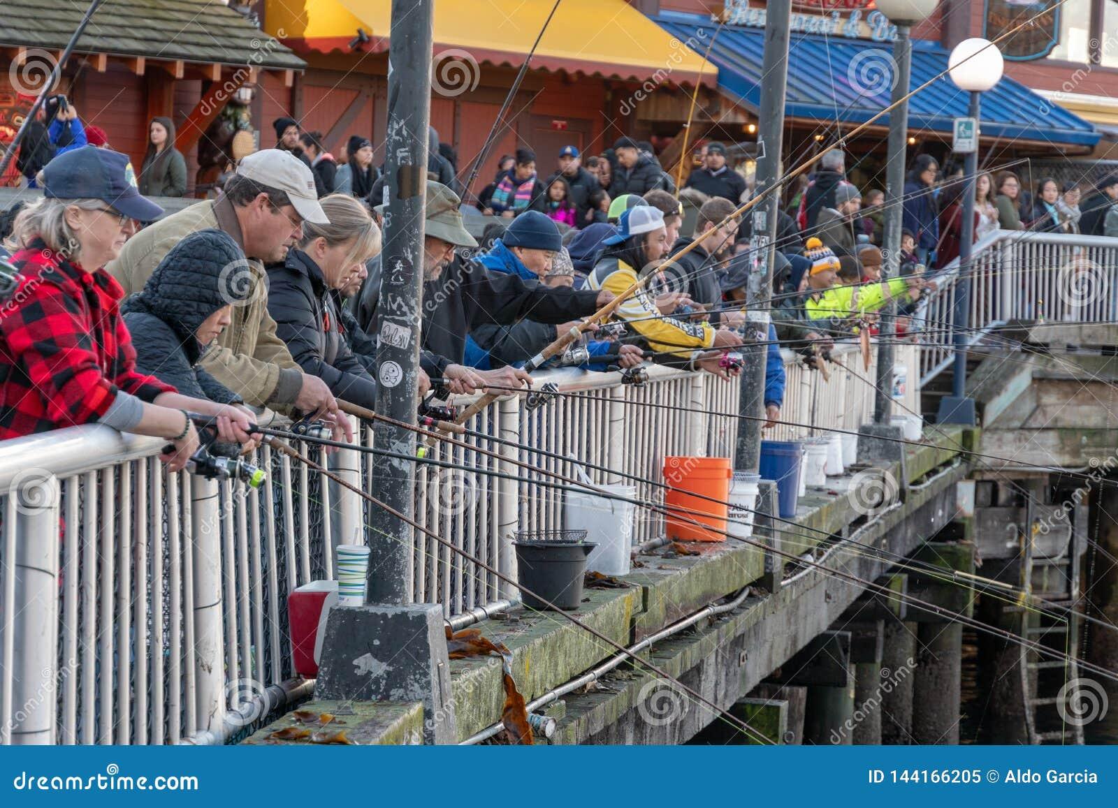 Pesca del pilastro nel lungomare di Seattle