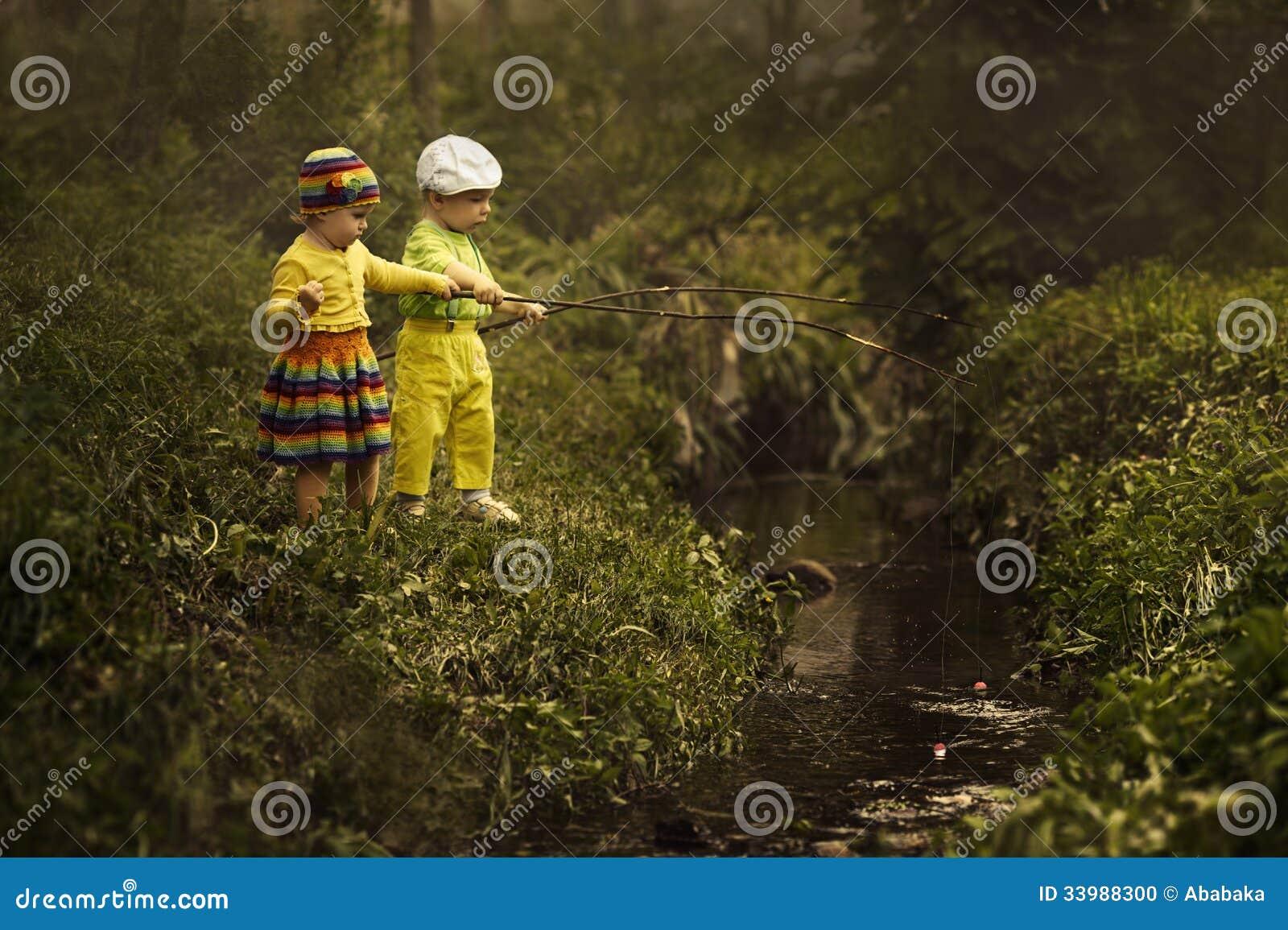 Pesca del ragazzo e della ragazza