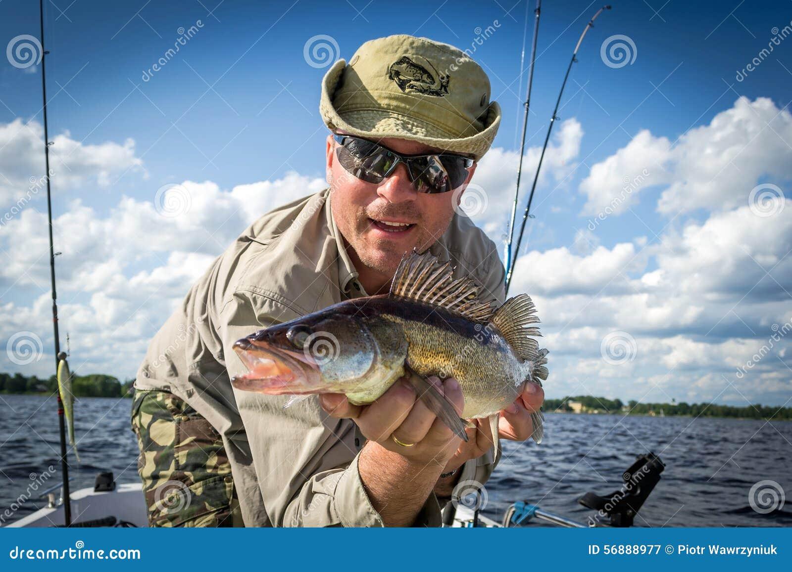 Pesca di estate della barca per i glaucomi