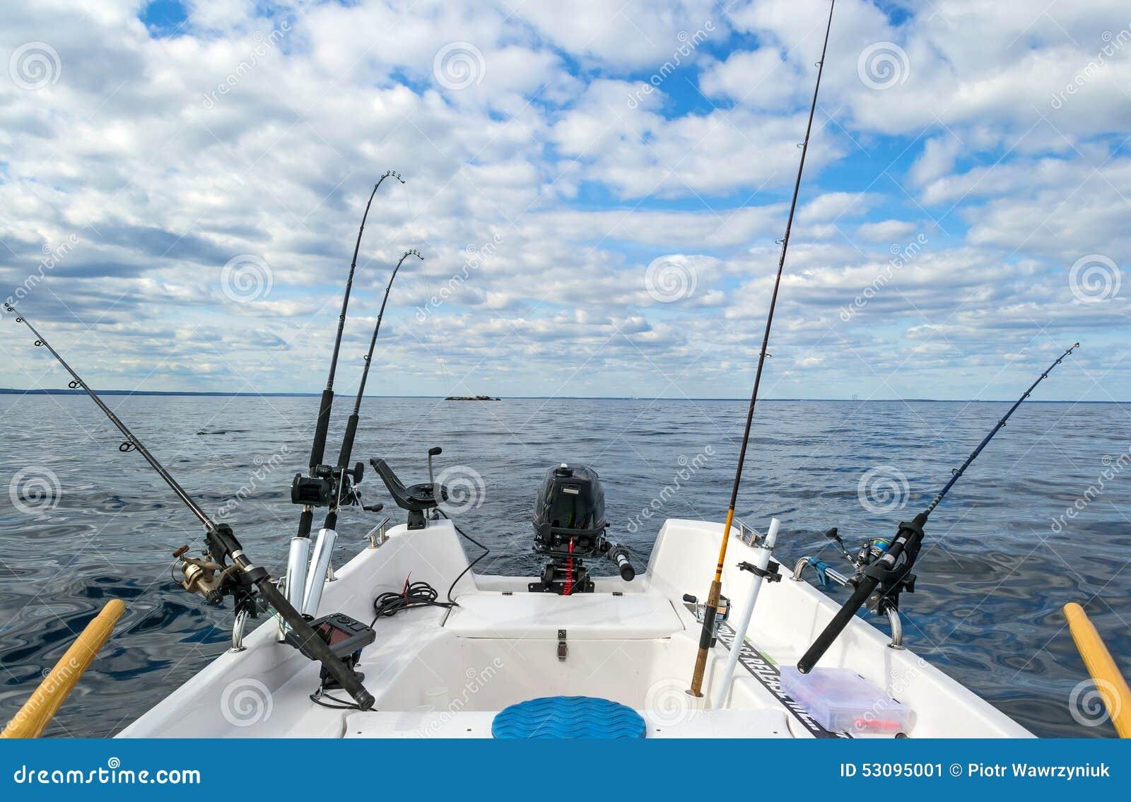 Pesca di pesca a traina dalla piccola barca immagine stock for Barca a vapore per barche da pesca