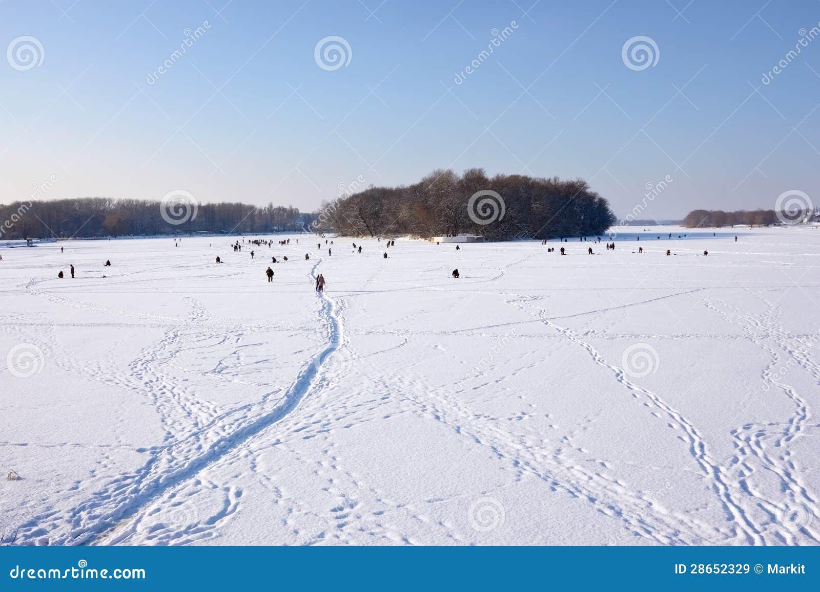 La pesca in regione di Chelyabinsk su una carpa