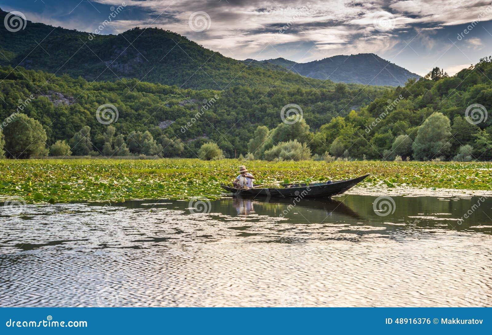 Pesca no lago Skadar