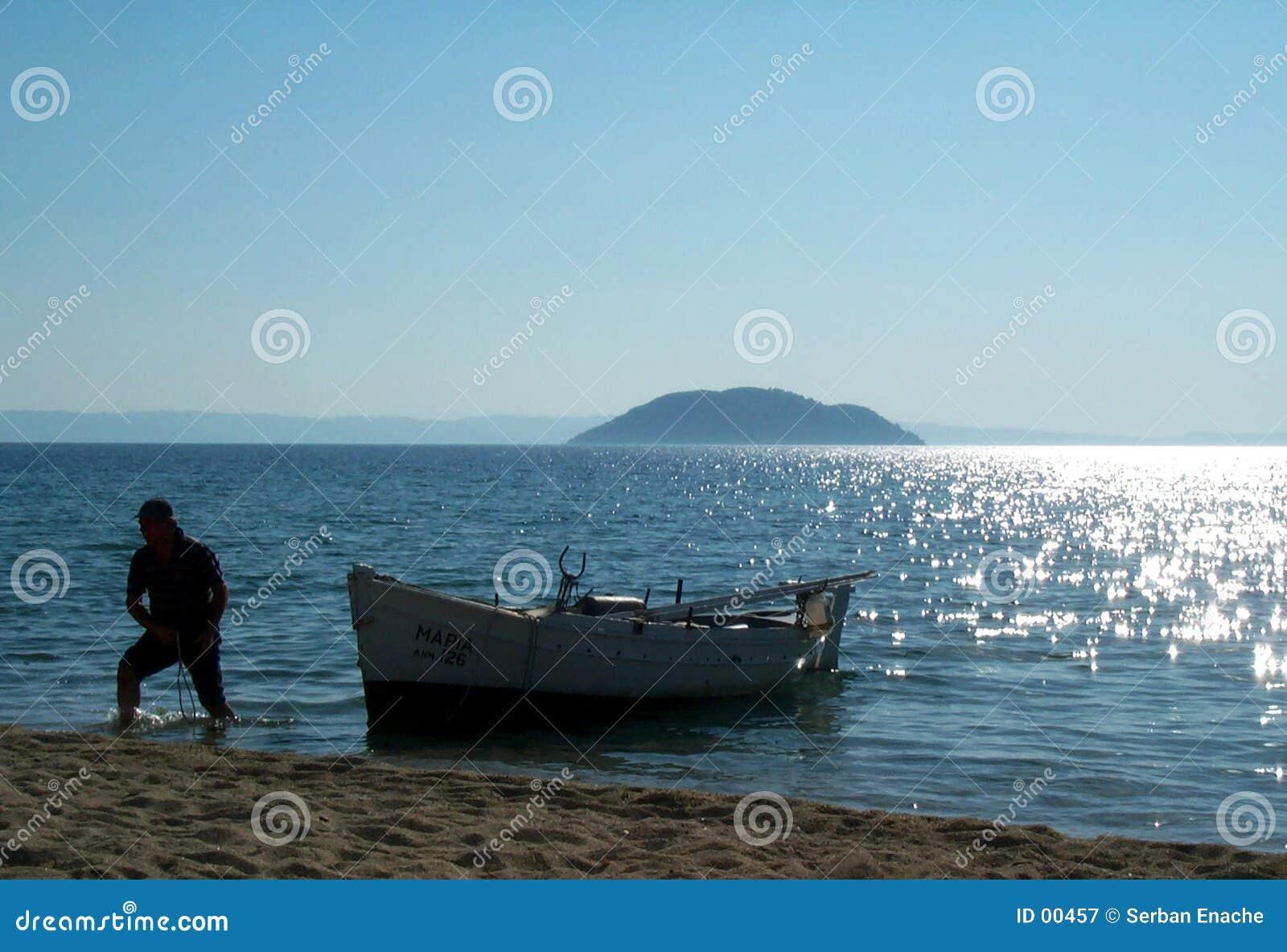 Pescador e seu barco