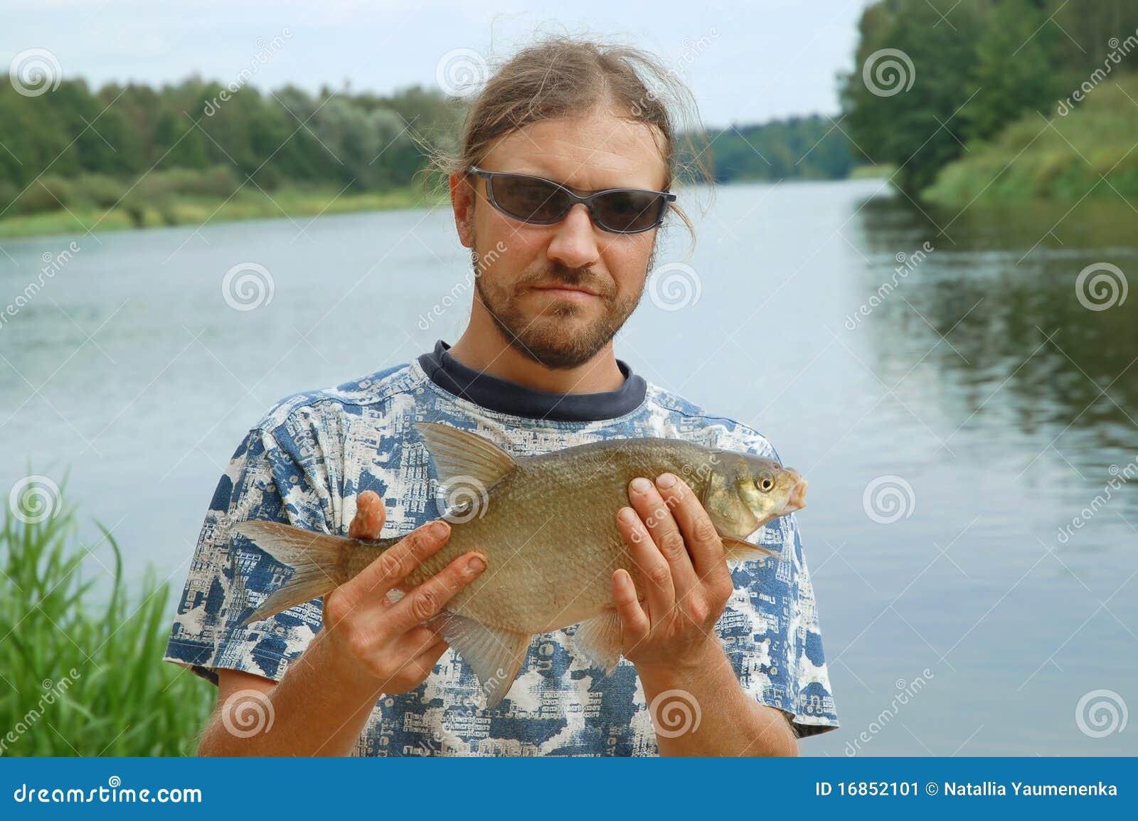 Pescador e um peixe