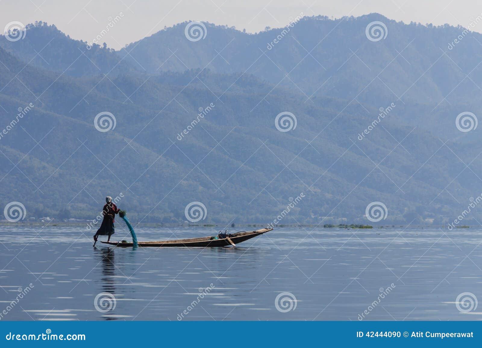 Pescador, lago del inle en Myanmar (Burmar)