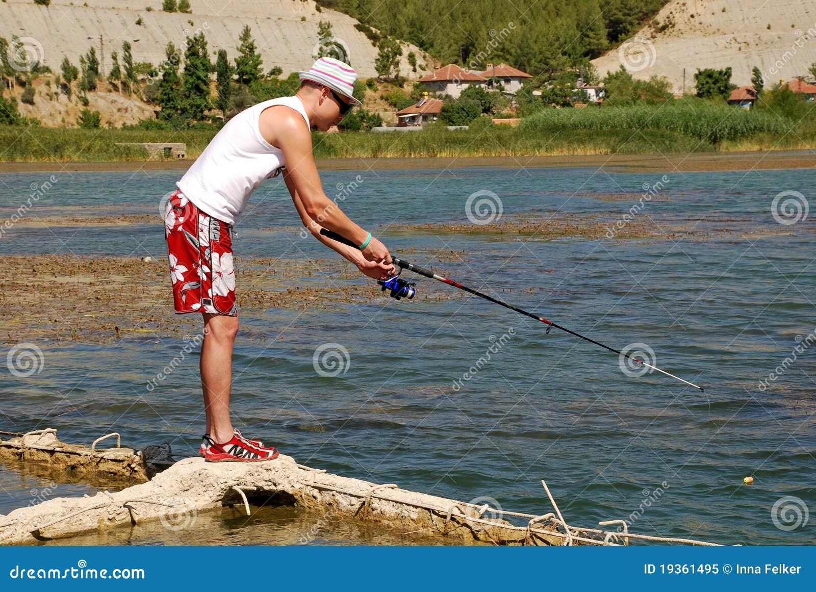 Pescador no lago