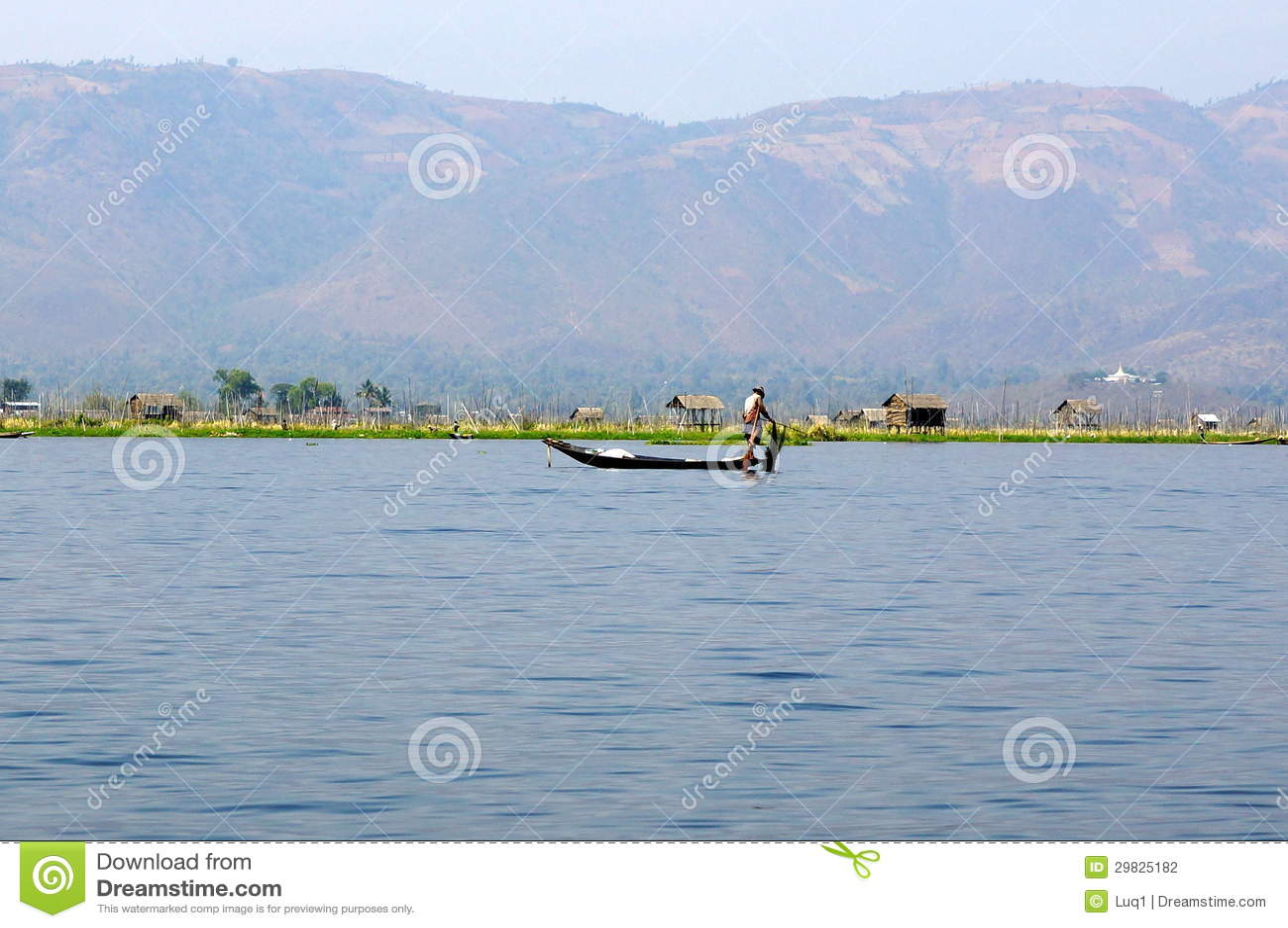 Pescadores no lago Inle em Myanmar (Burma)