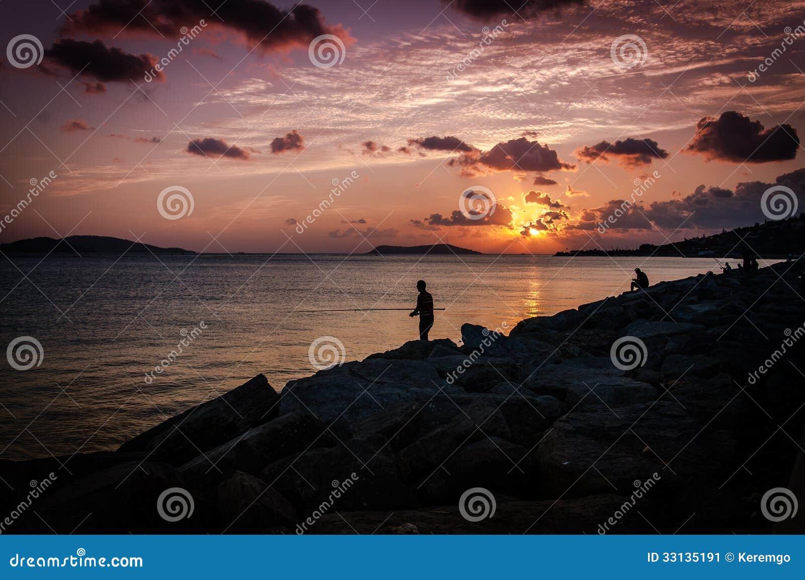 Pescadores no por do sol