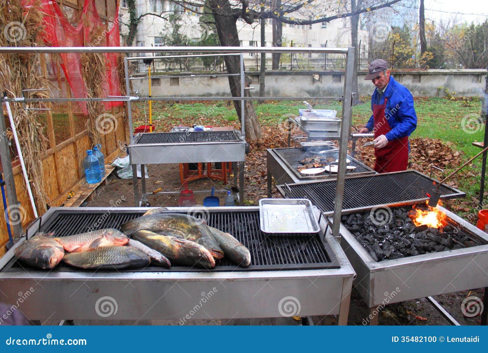 Pescados asados a la parrilla afuera imagen editorial - Parrillas para pescado ...