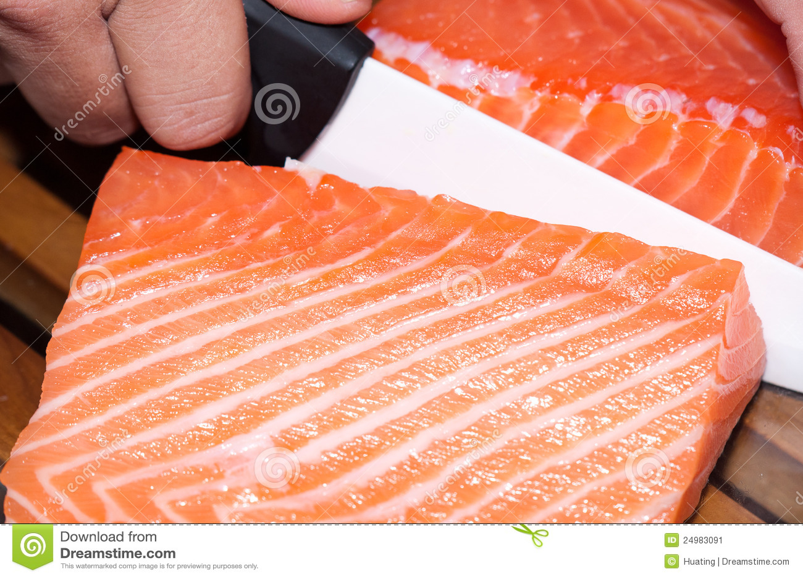 Pescados de color salmón sin procesar frescos