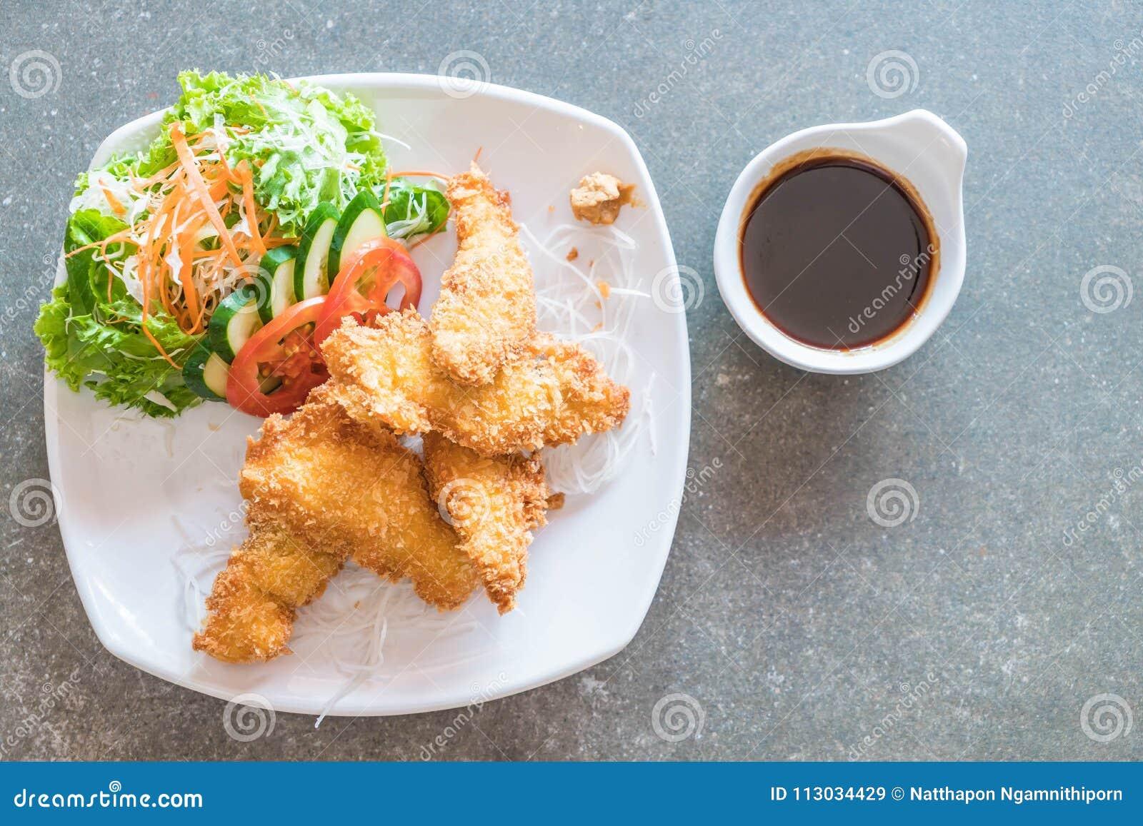 Pescados fritos con la salsa del tonkatsu