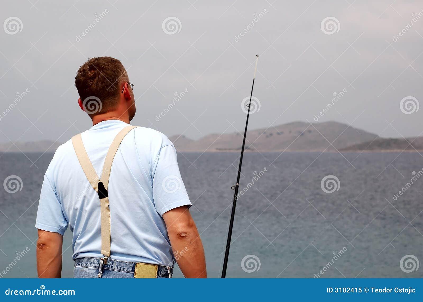 Pescatore a pesca marittima