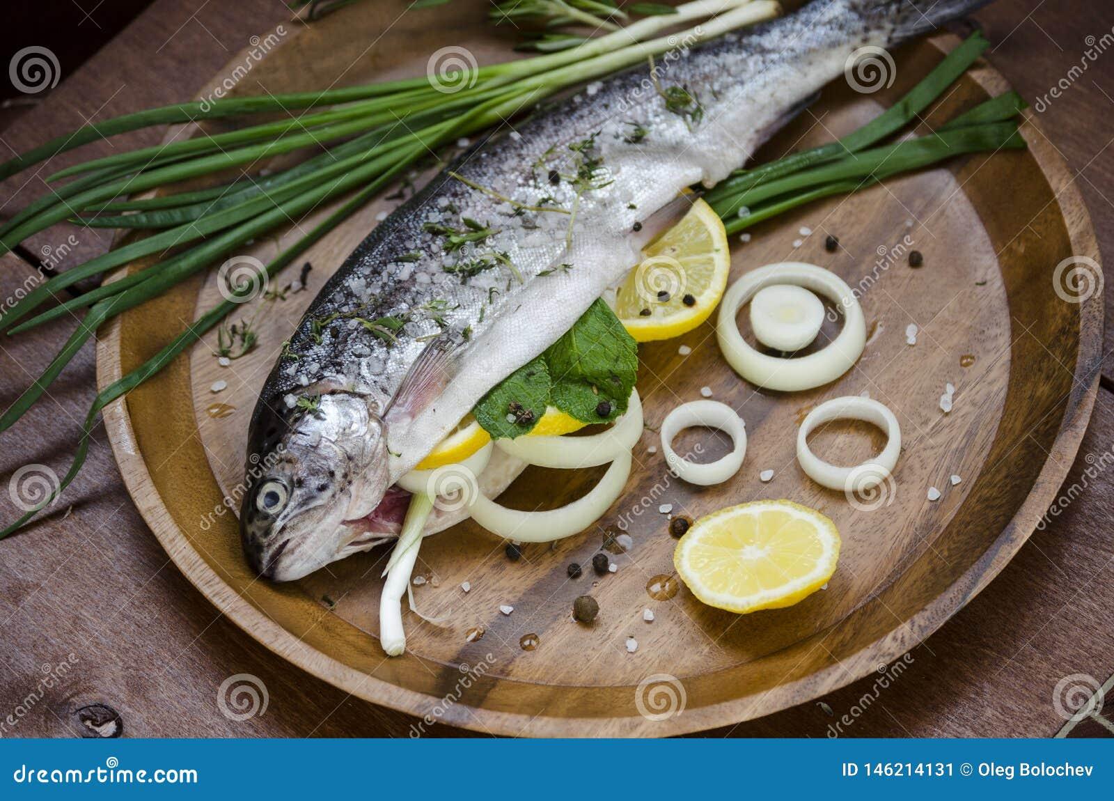 Pesce fresco ed ingredienti semplici