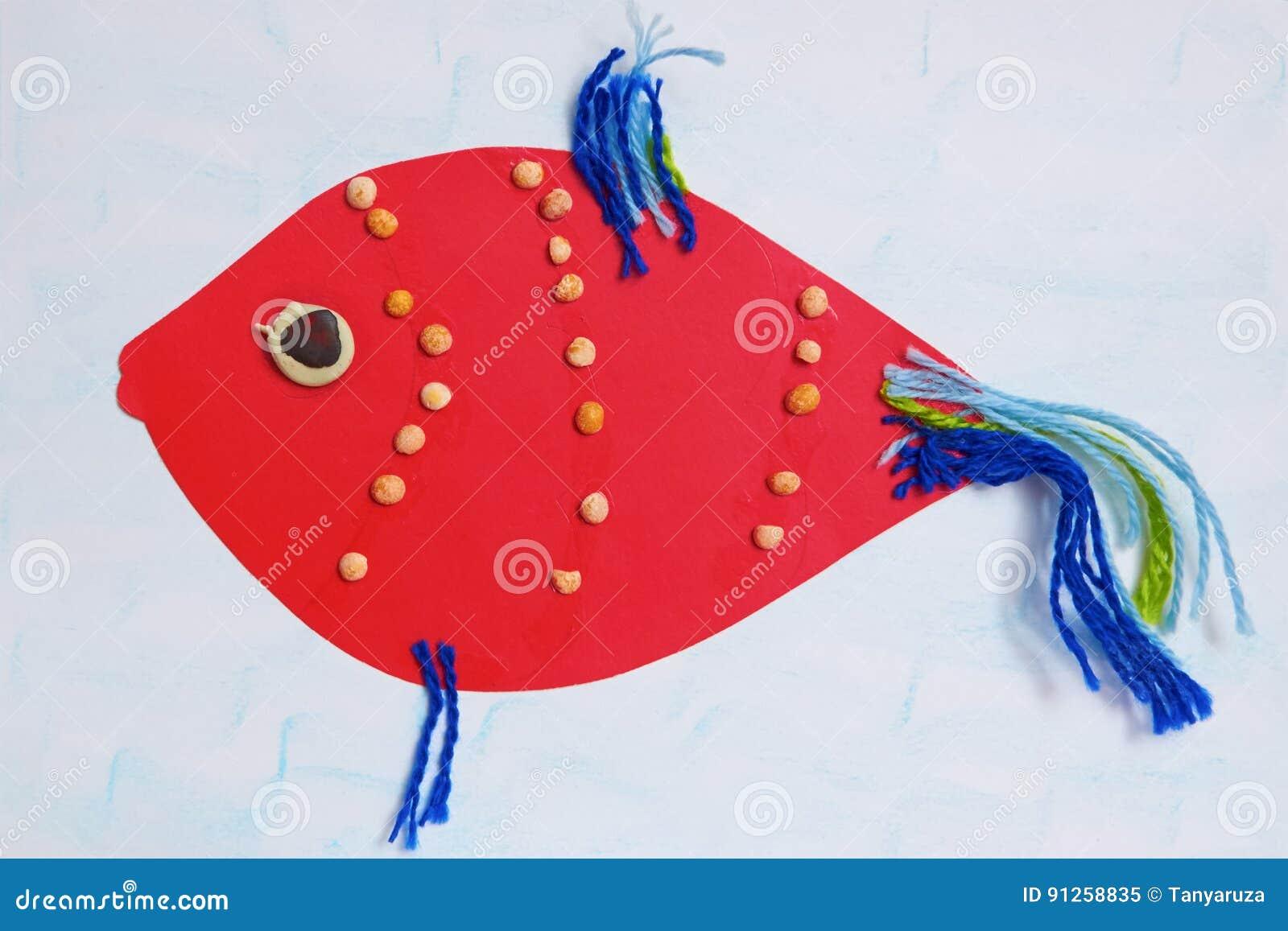 Pesce rosso di applique del ` s dei bambini con le alette blu