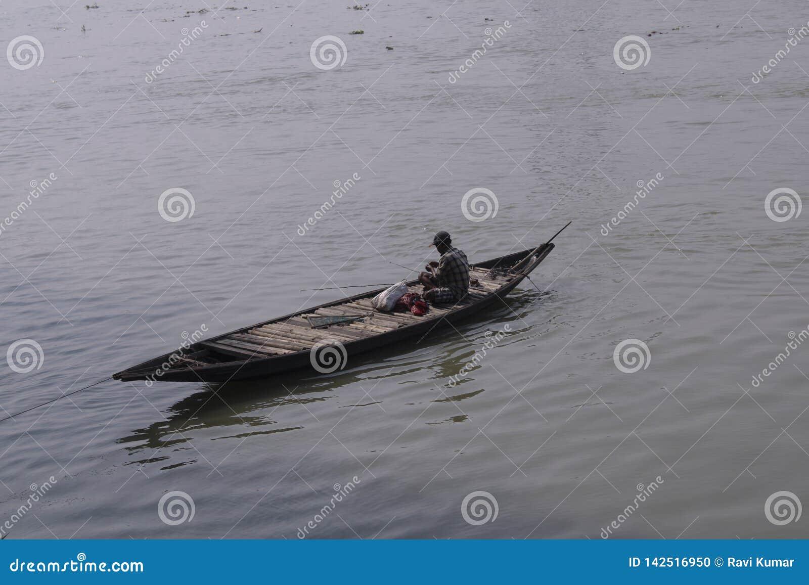 Peschereccio sul fiume Gange