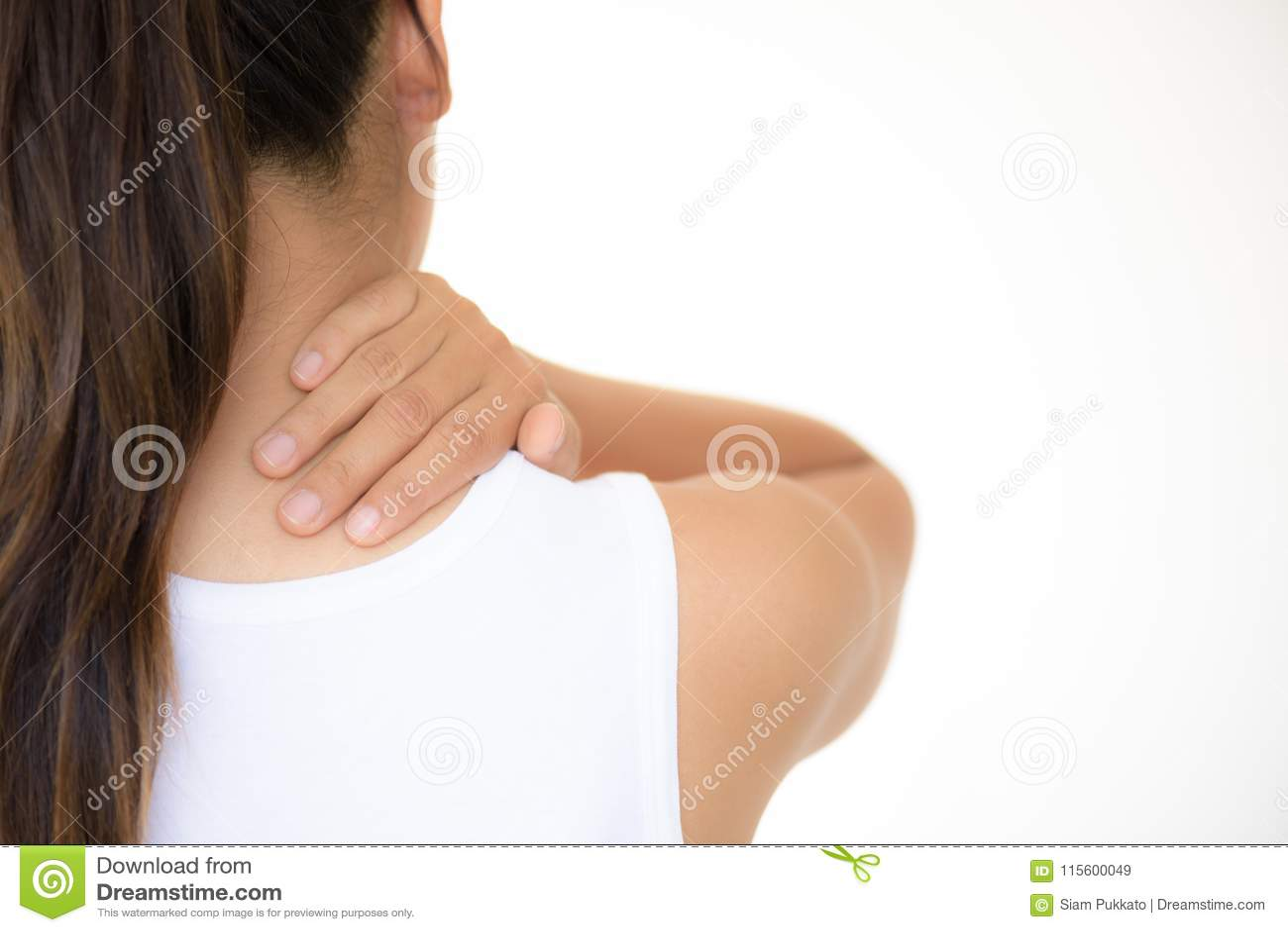 Pescoço da mulher do close up e dor e ferimento do ombro