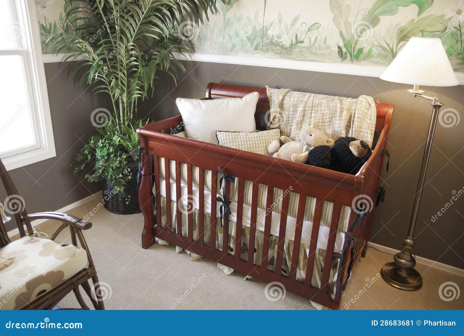Dormitorio Brillante Con Muebles De Madera De La Cereza Imagen de ...