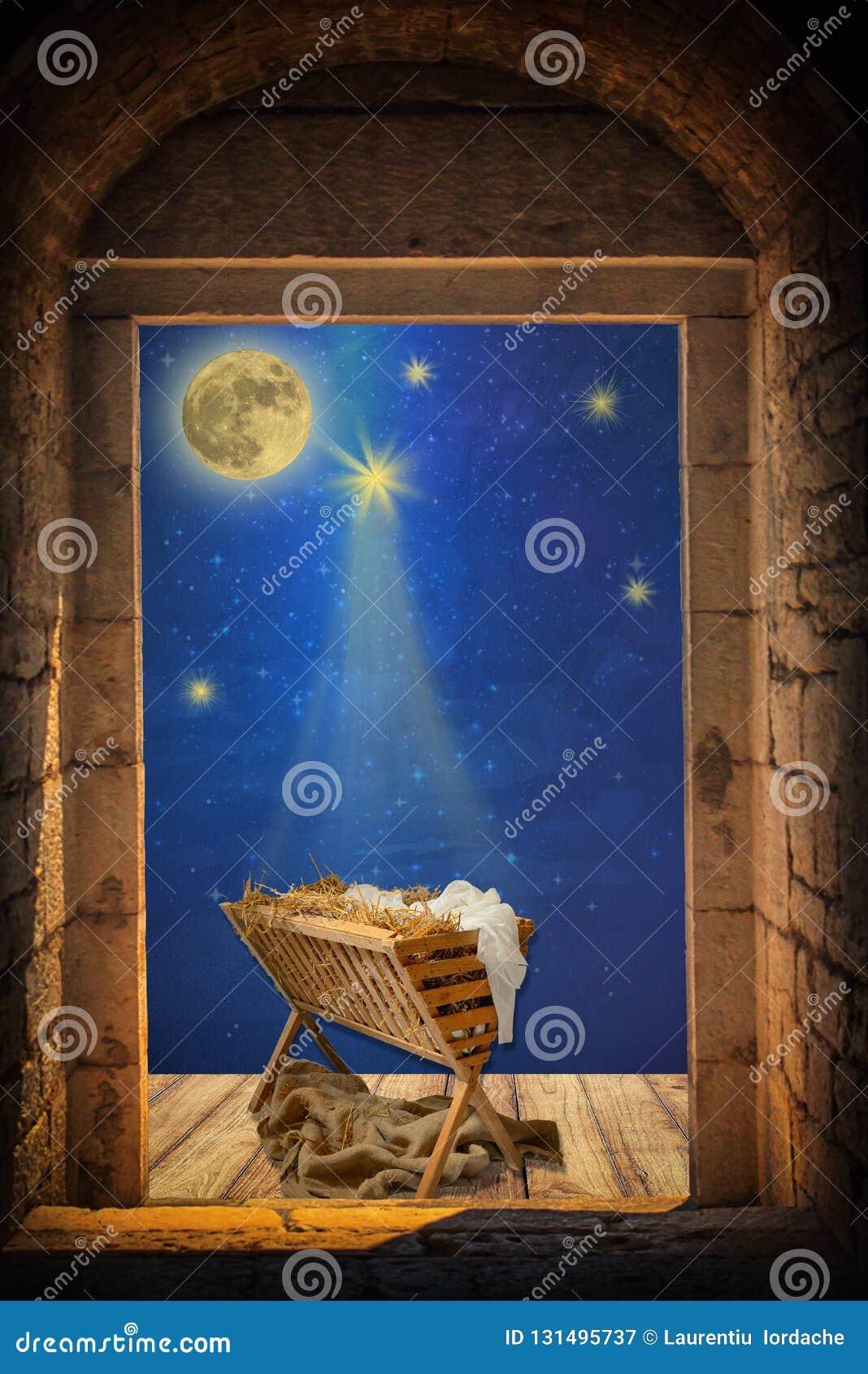 Pesebre vacío debajo del cielo nocturno y de la luna