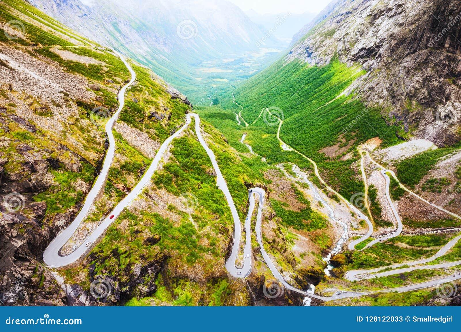 Pesque à linha a estrada, destino turístico famoso em Noruega