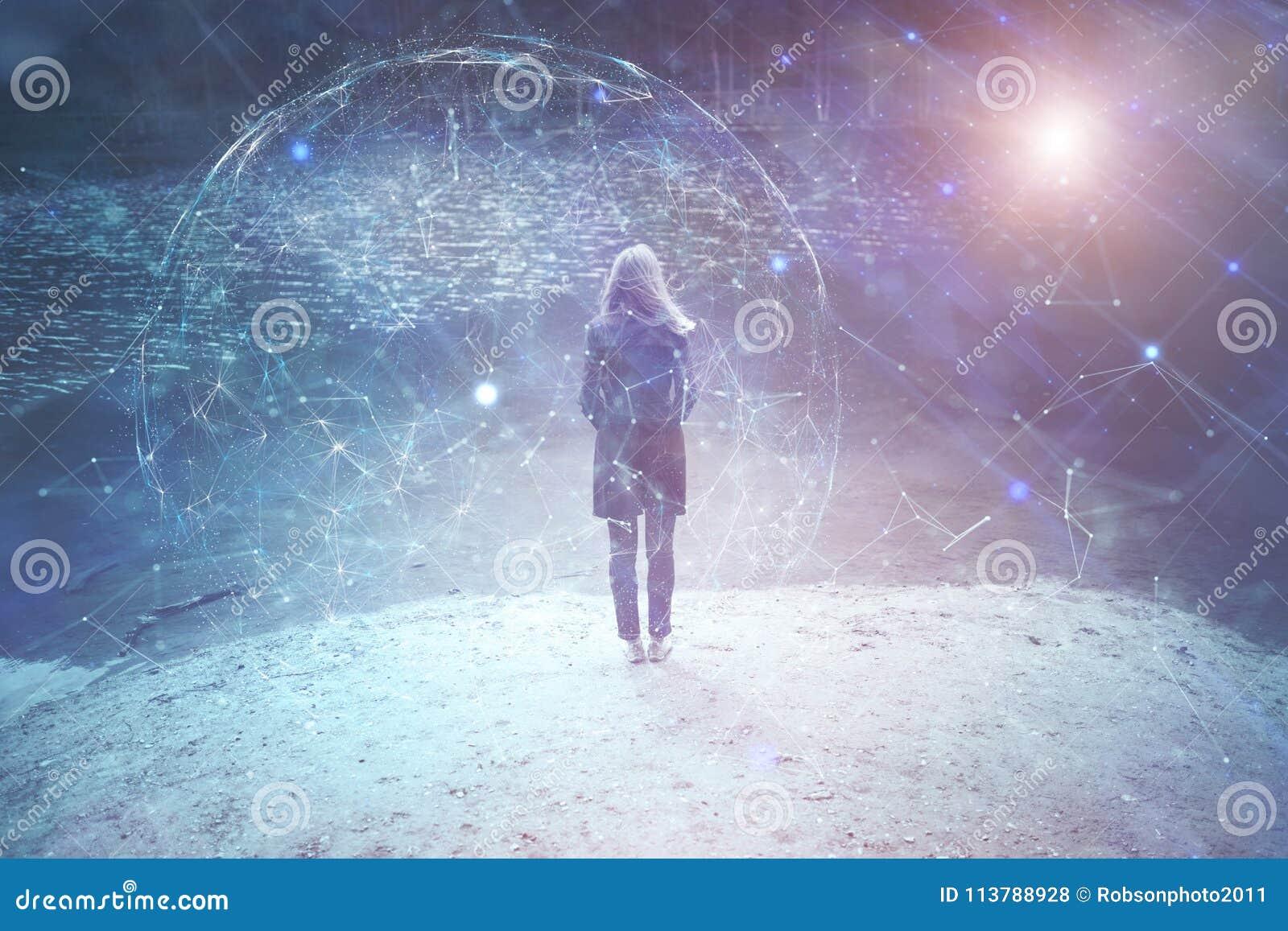 A pessoa da mulher está no lago com fundo do Cyberspace