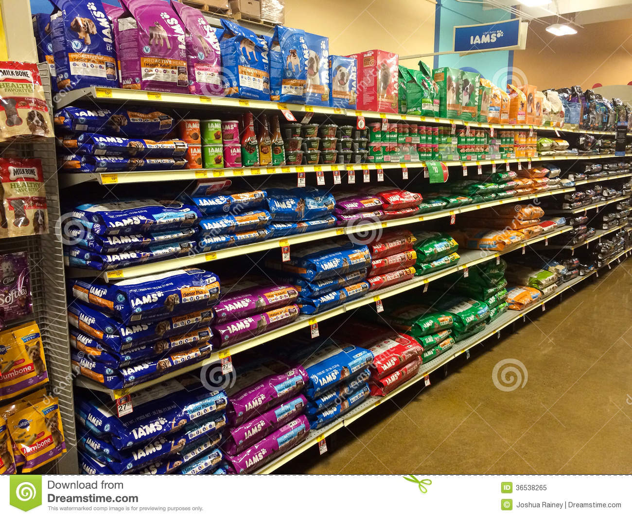 Pet Food At Petsmart Eugene, OR Editorial Image - Image of dogs