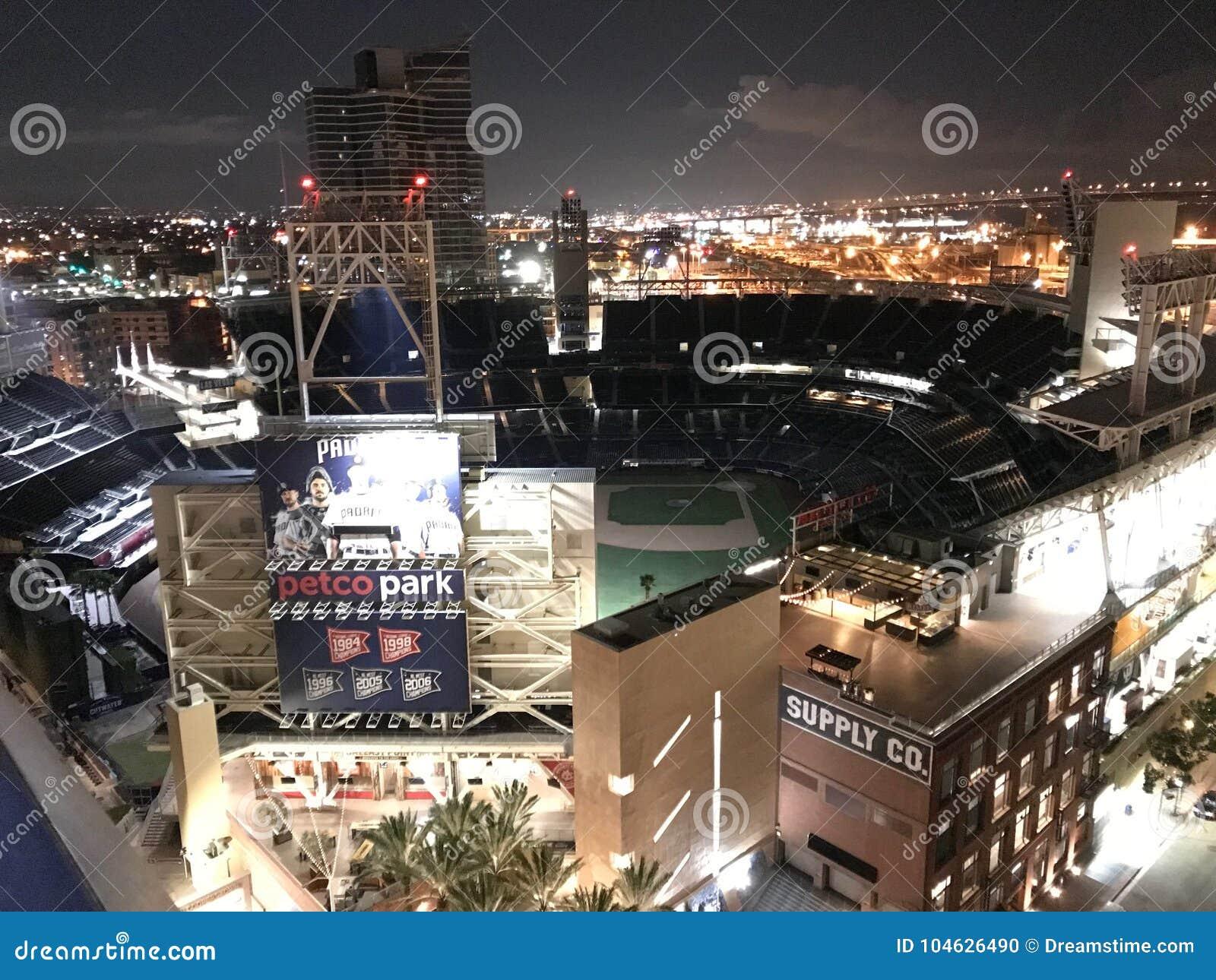 Download Petcopark bij nacht redactionele afbeelding. Afbeelding bestaande uit honkbal - 104626490